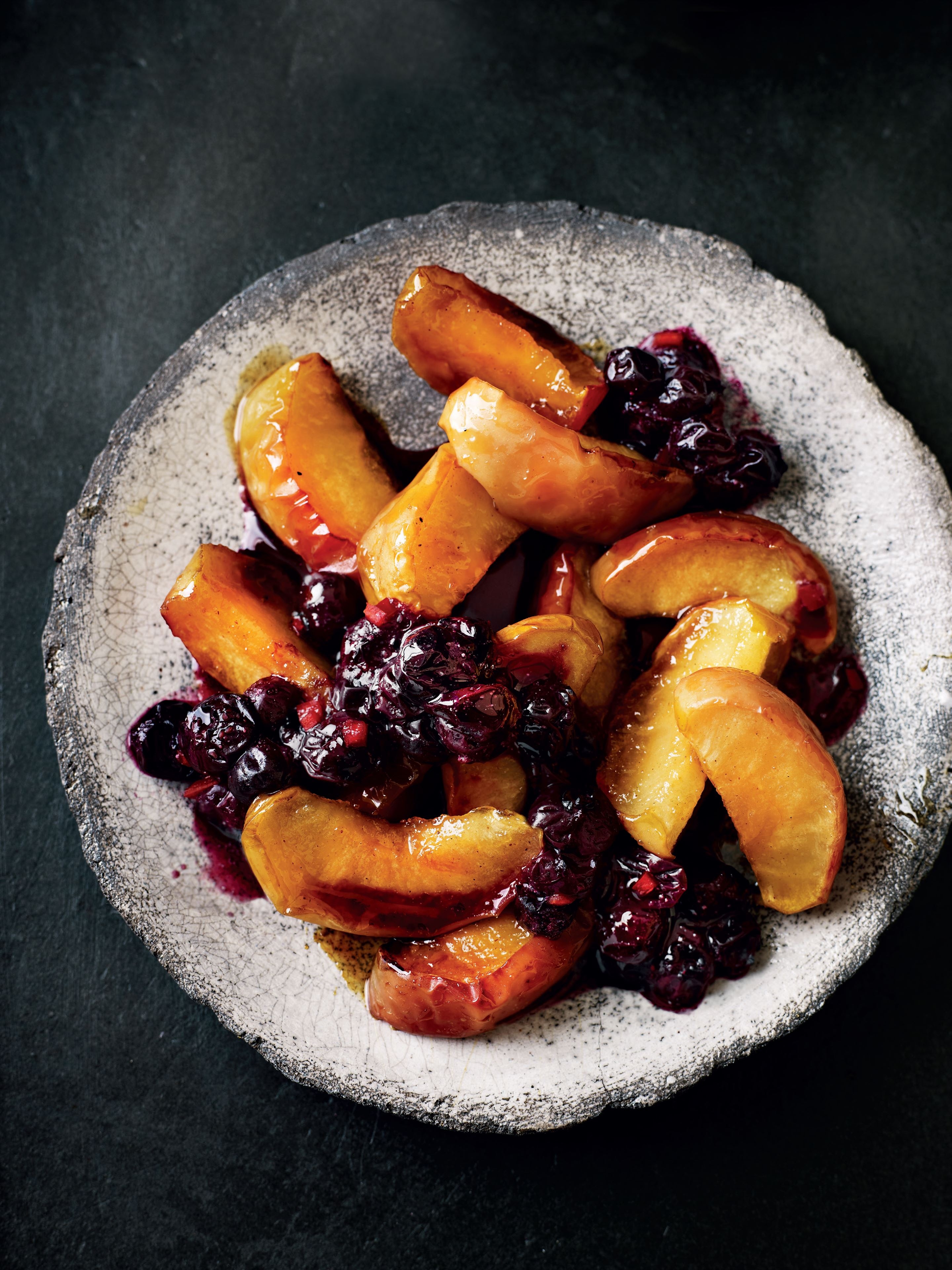Baked spiced apple wedges with heart-healthy compote