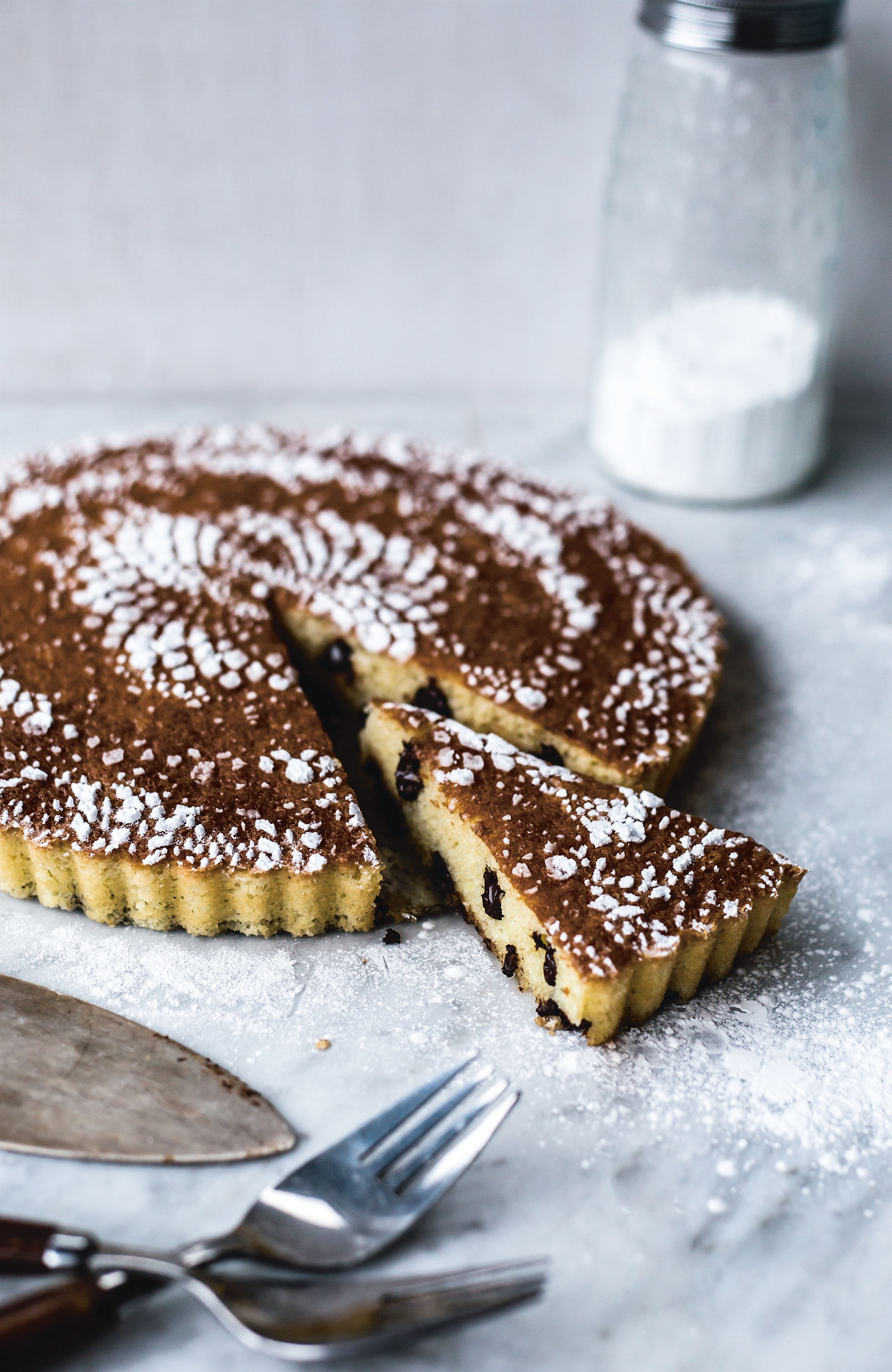 Chocolate chip amaretto torte