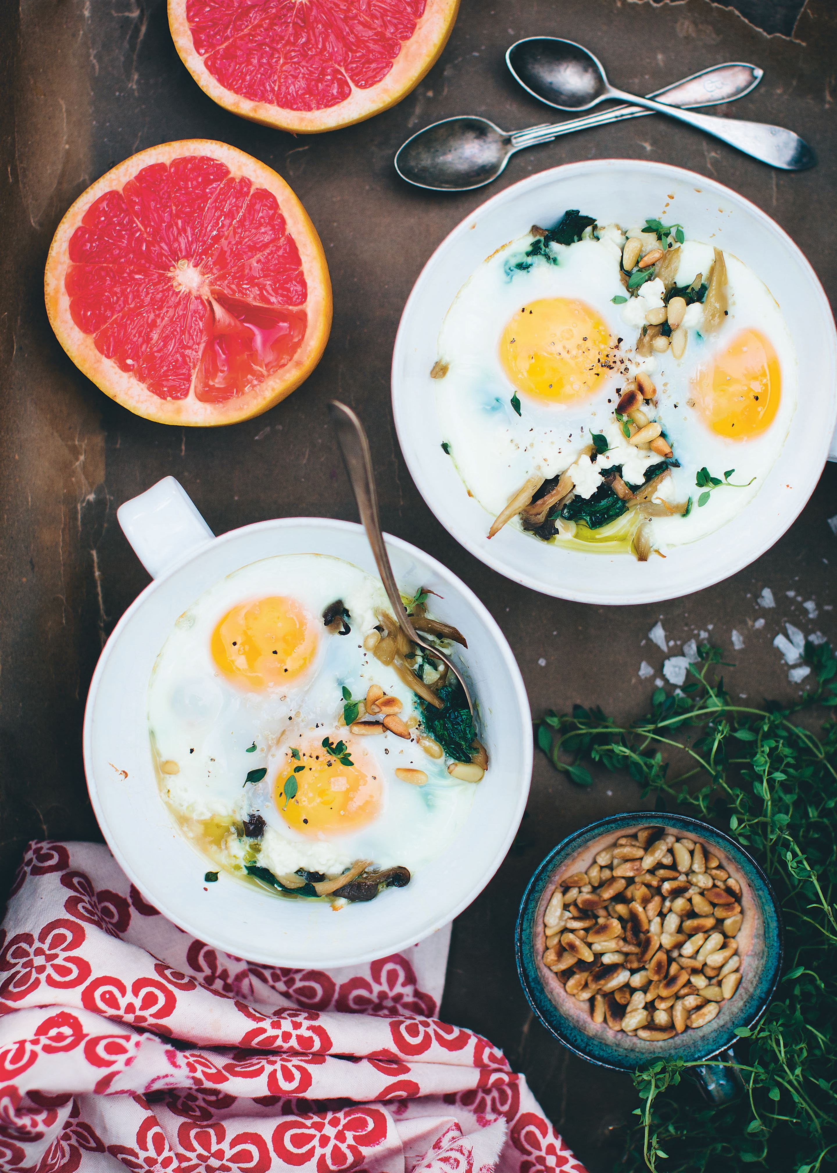 Mushroom and spinach baked eggs en cocotte