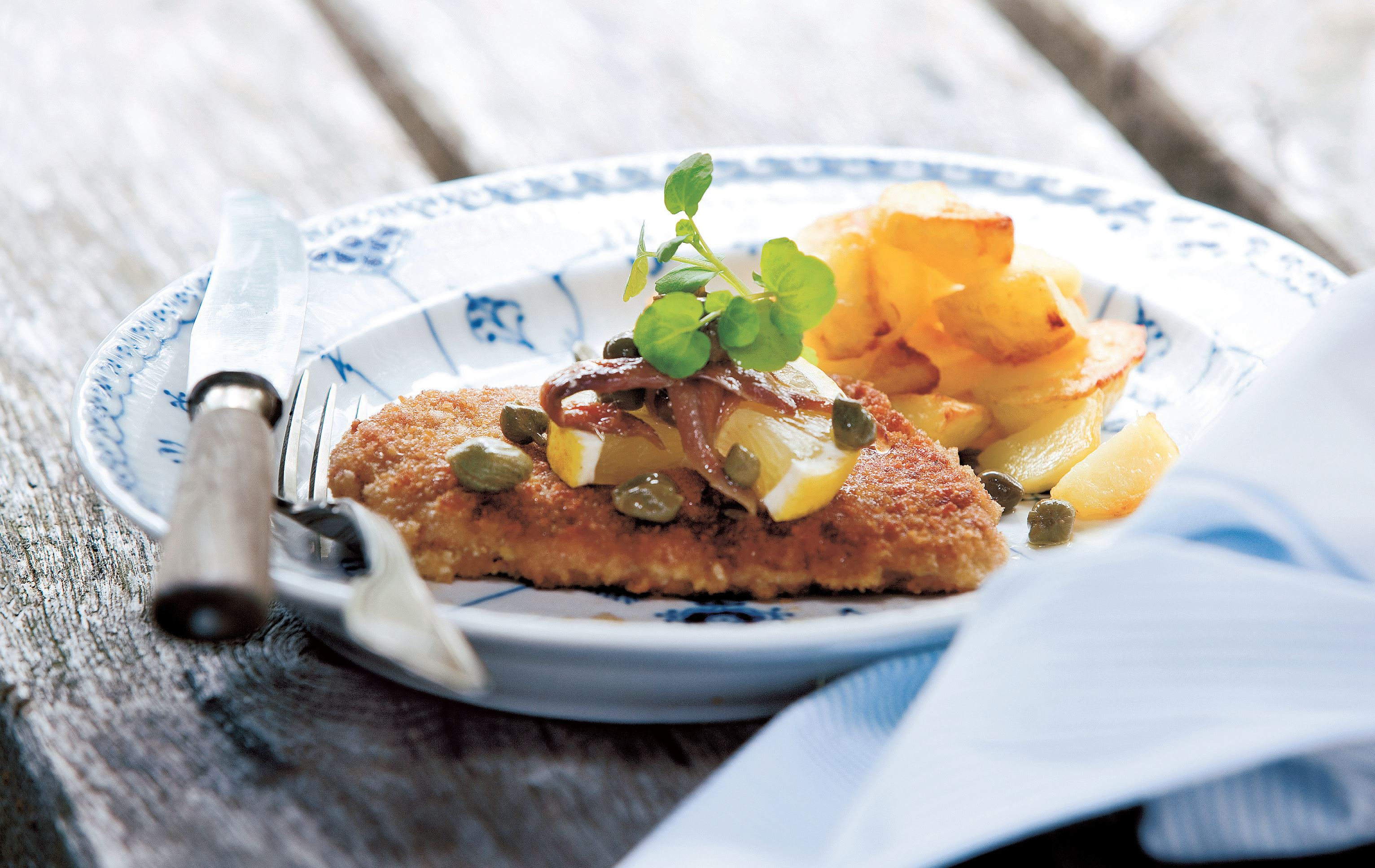 Wienerschnitzel with braised potatoes
