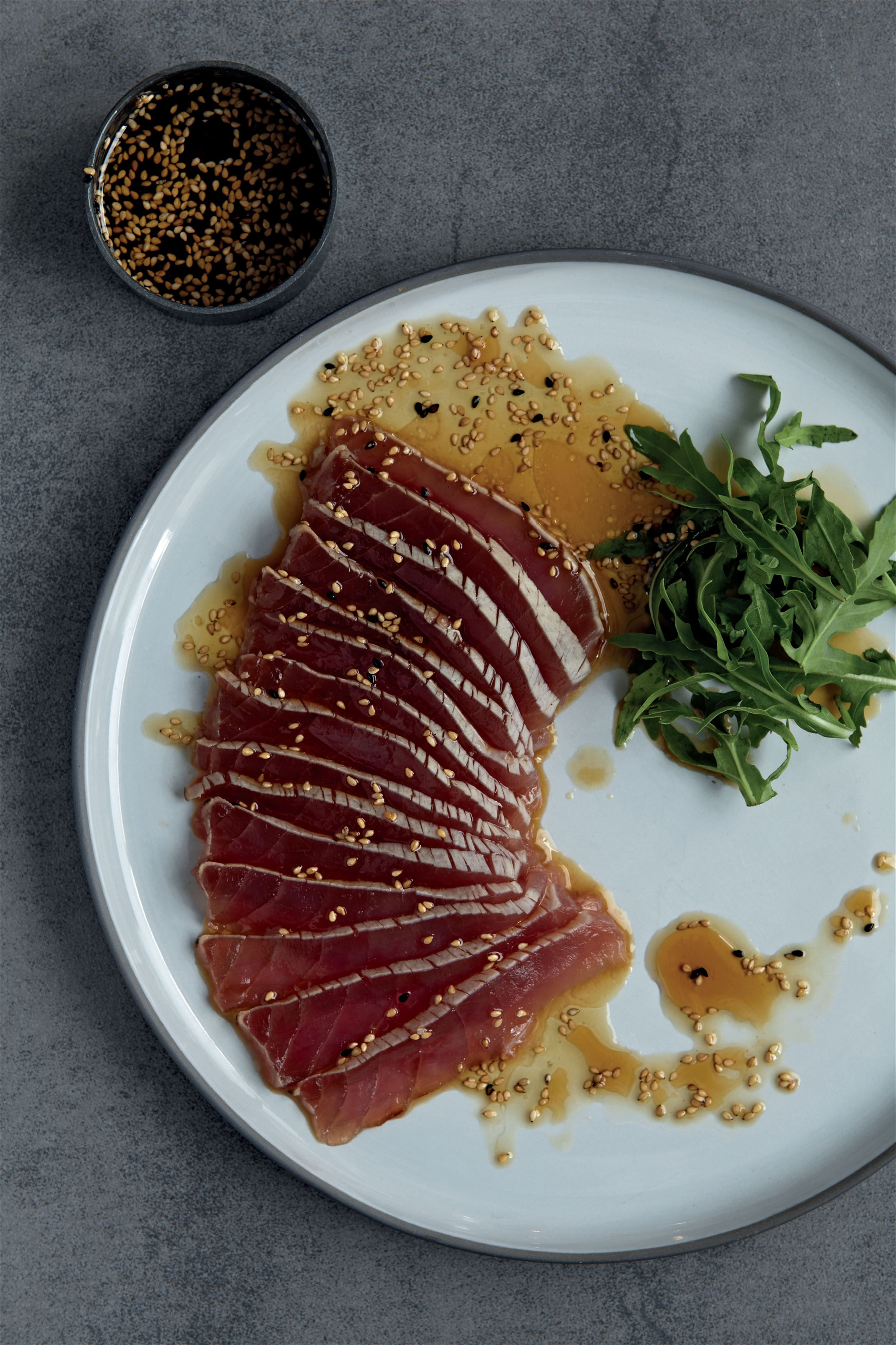 Lightly grilled tuna with rocket