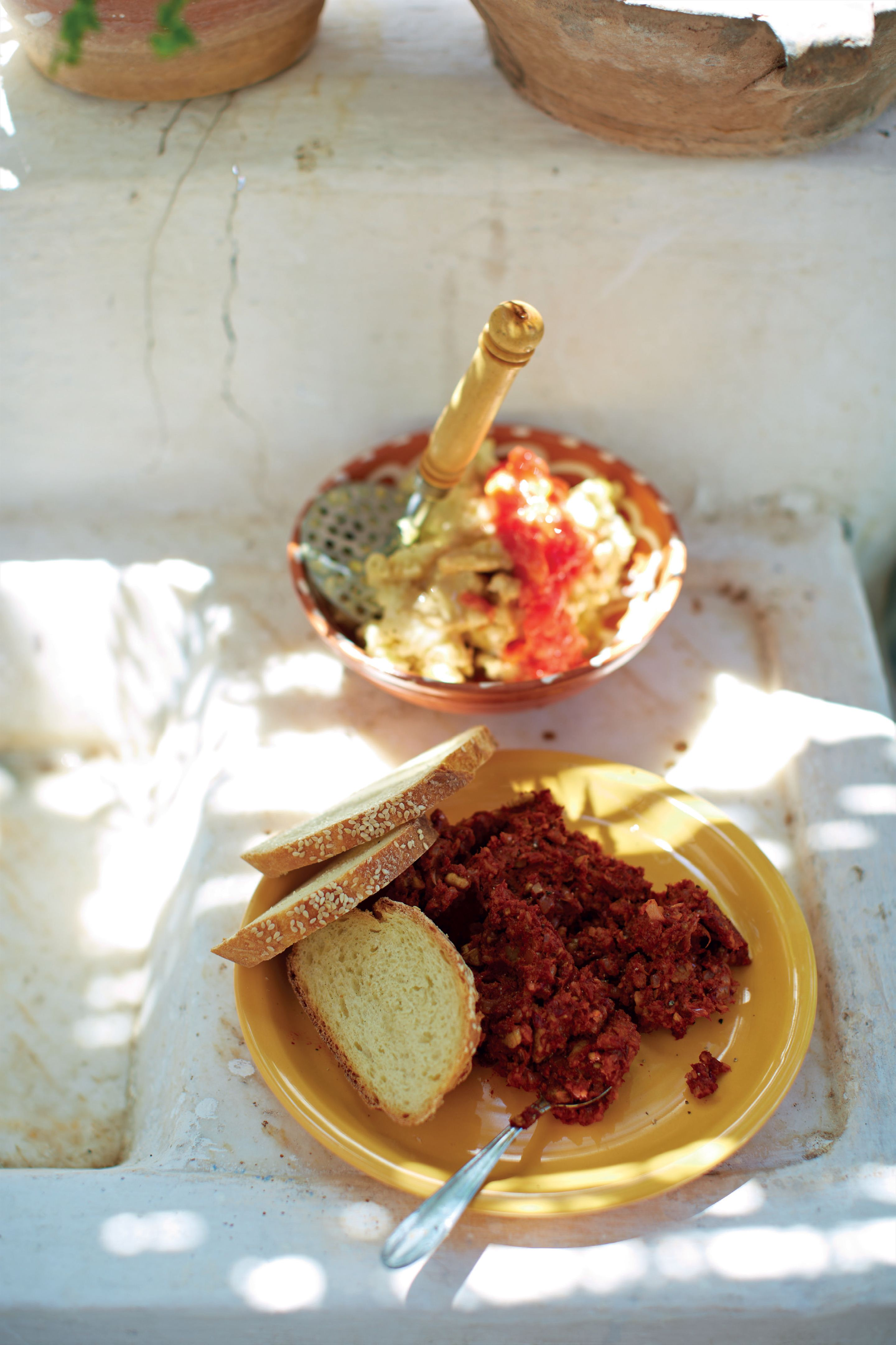 Red pepper, walnut and bread dip