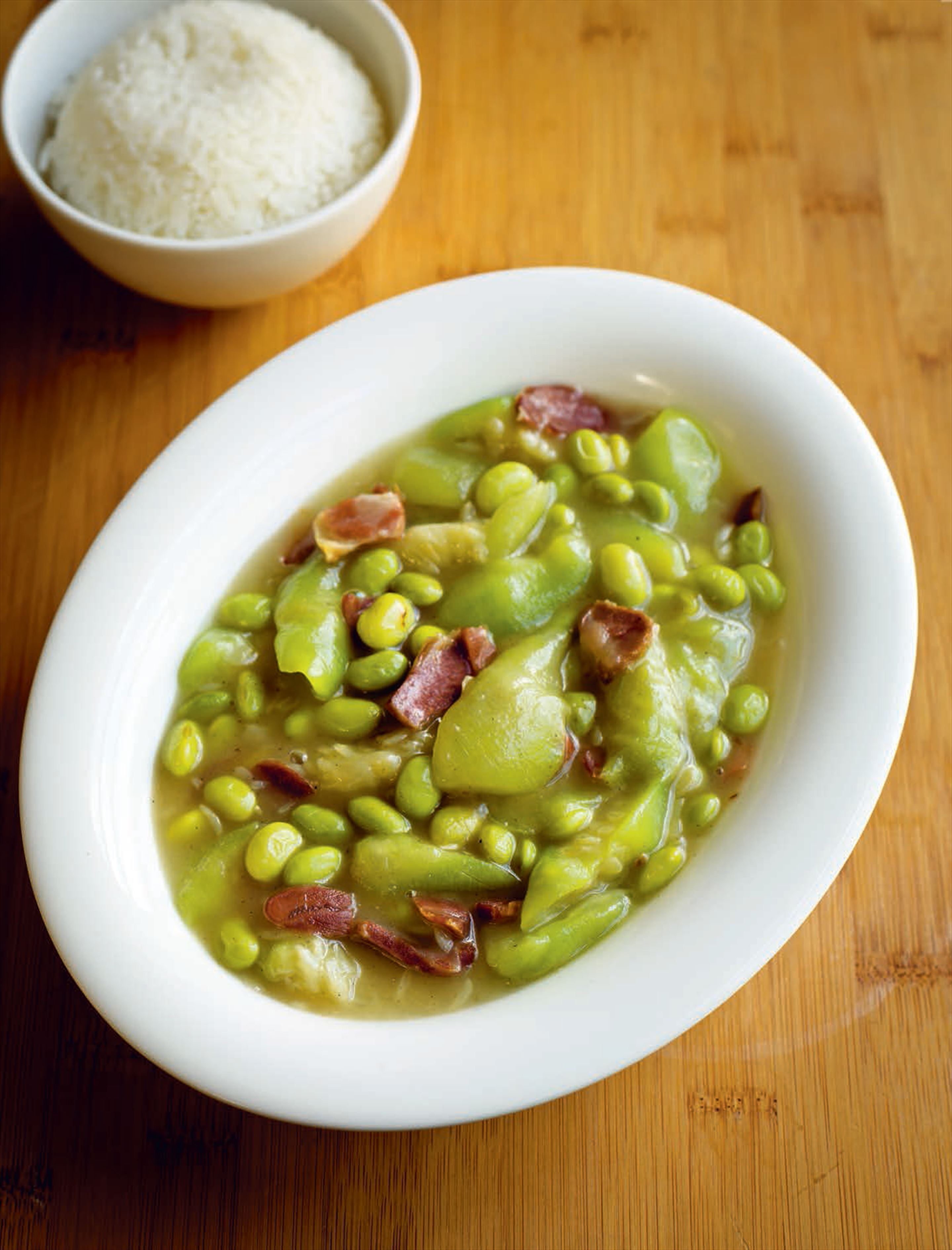 Silk gourd with green soy beans