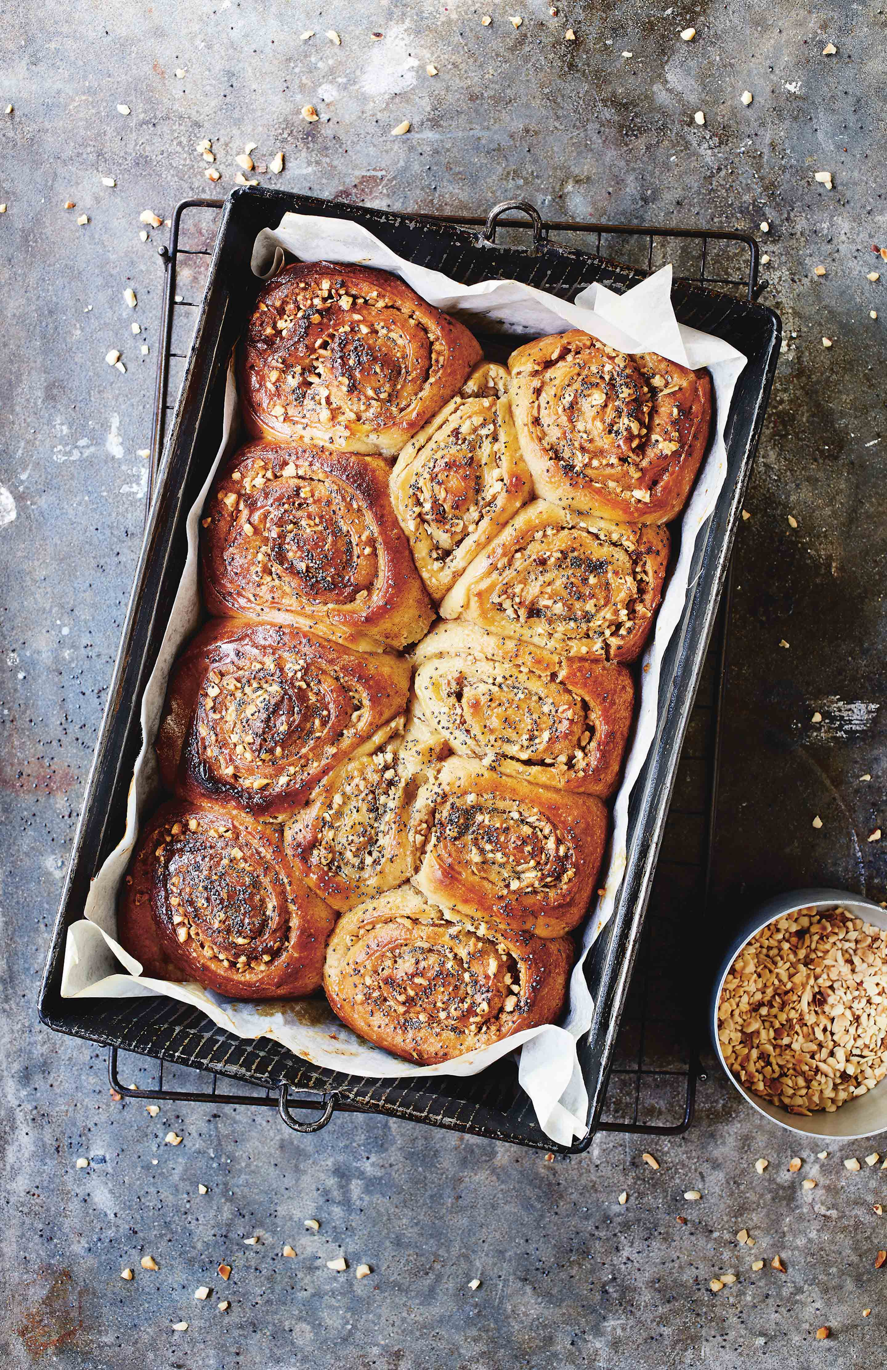 Chunky cardamom and cinnamon swirly buns
