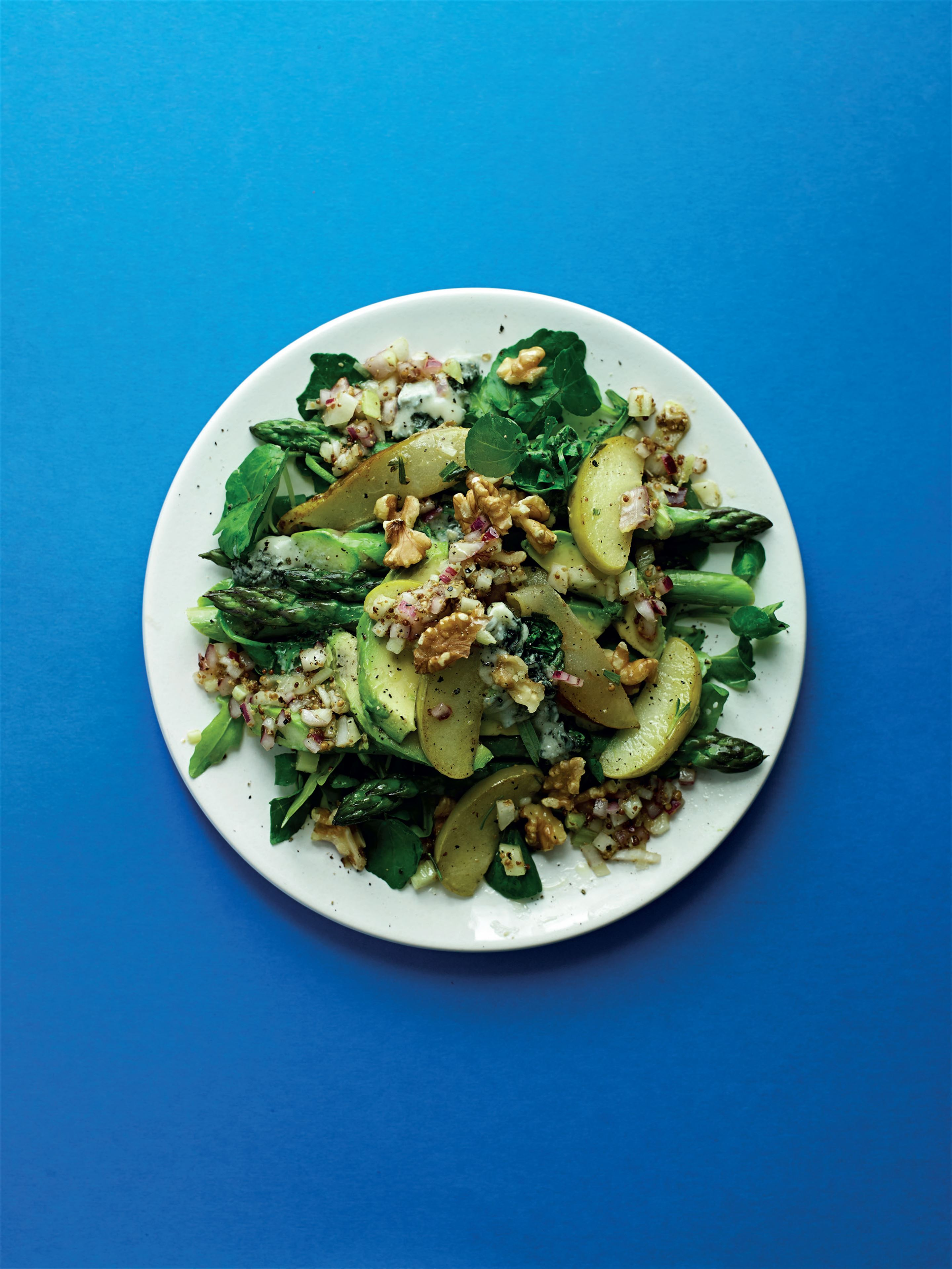 Warm double pear salad with blue cheese and walnuts