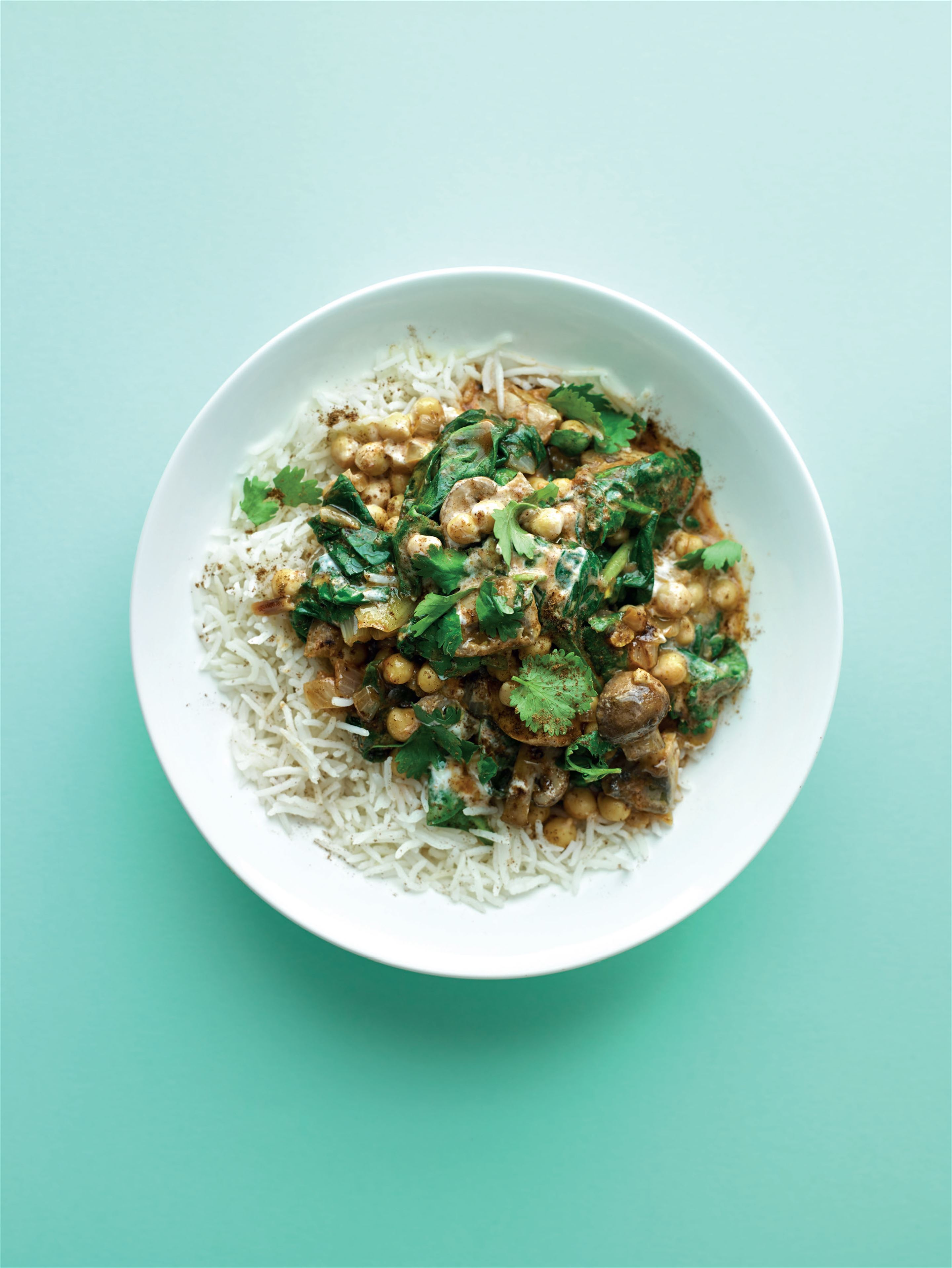 Quick chickpea, mushroom and spinach curry