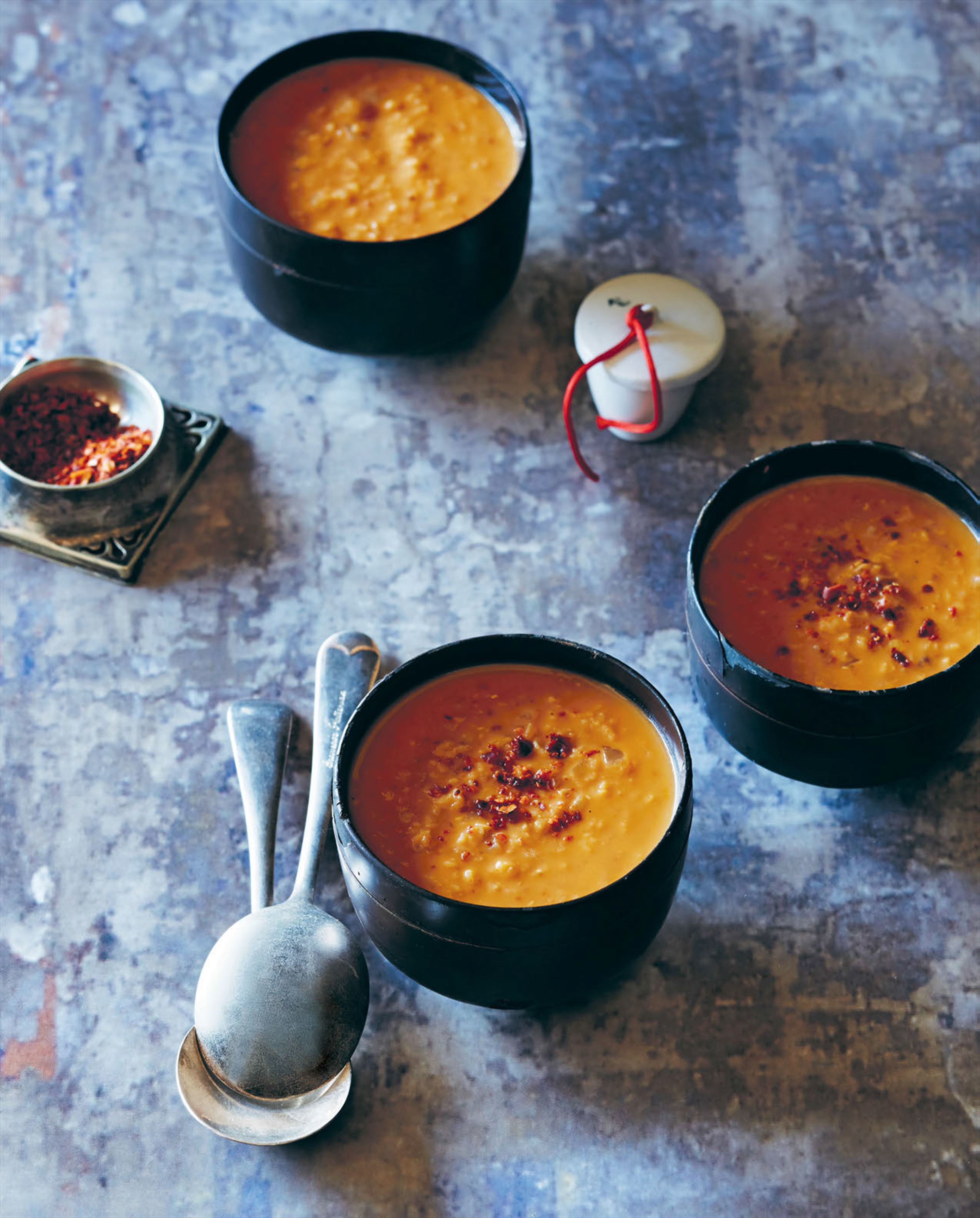Red lentil soup with milk