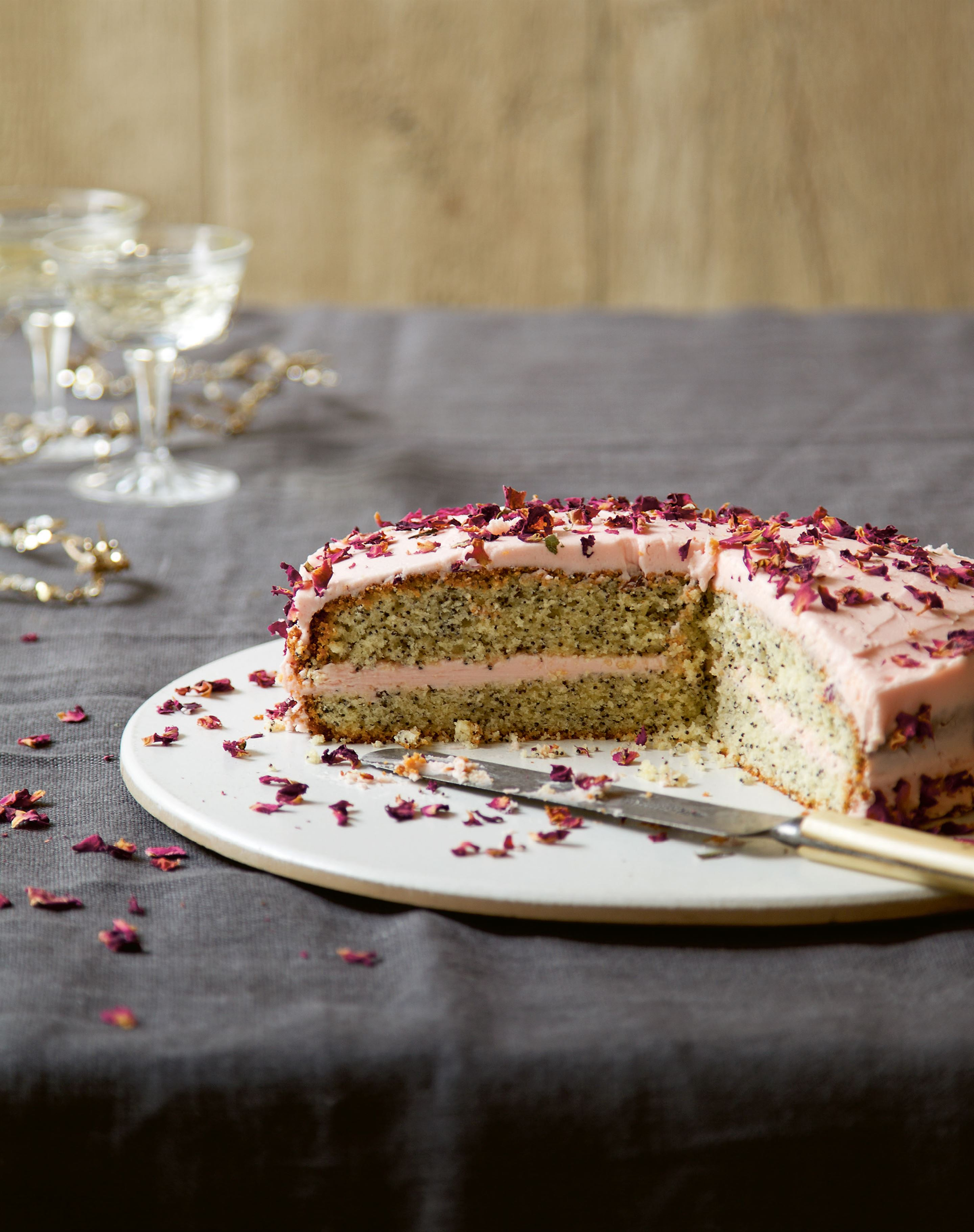 Rose and poppy seed cake