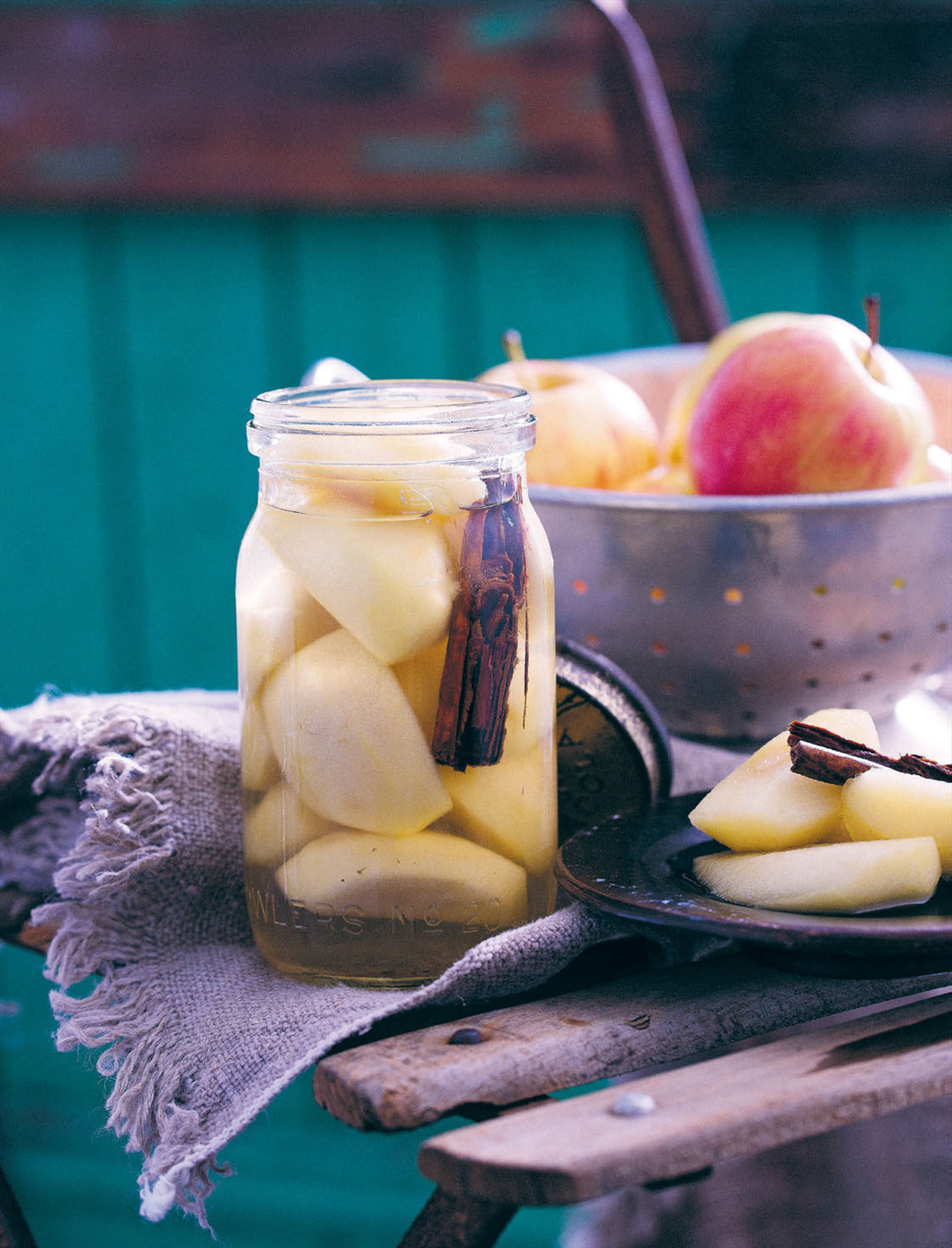 Preserved apples with cinnamon