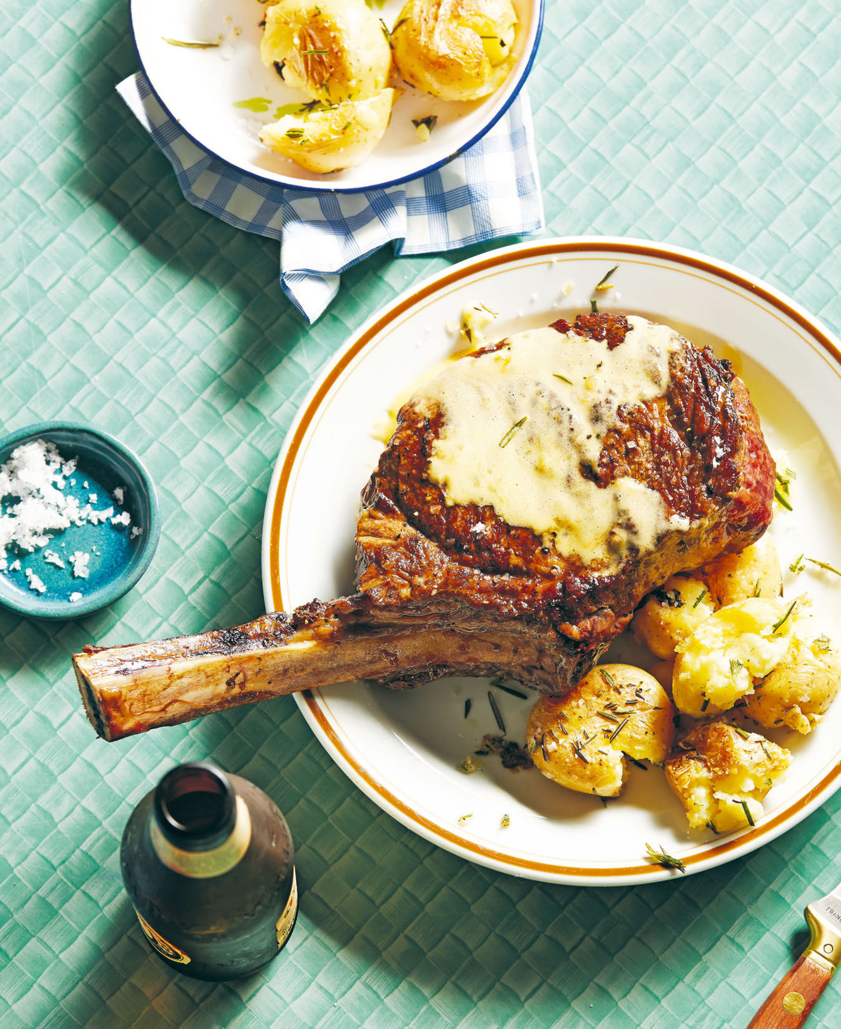 Steak, smashed potatoes and béarnaise