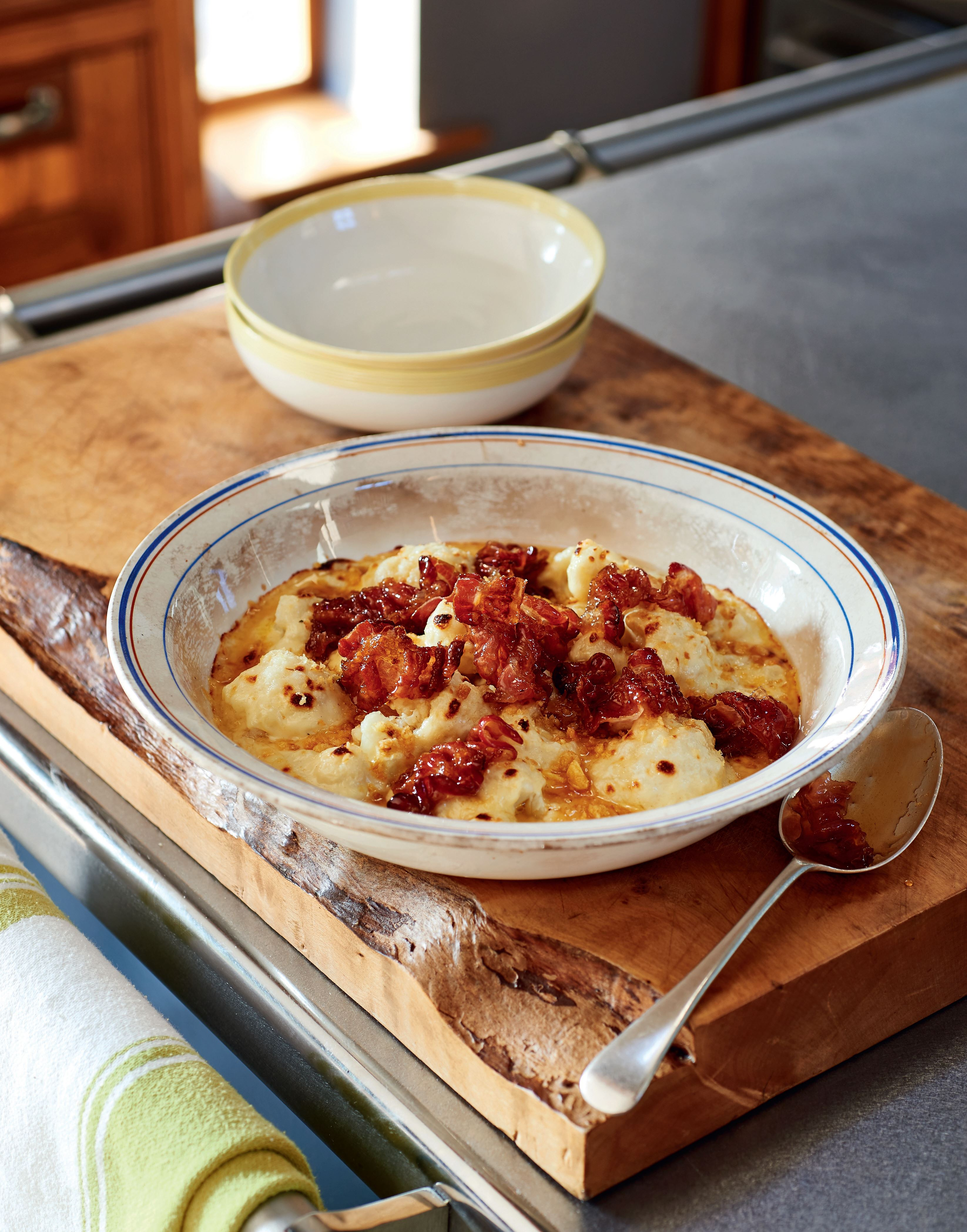Cauliflower cheese with crispy maple syrup pancetta