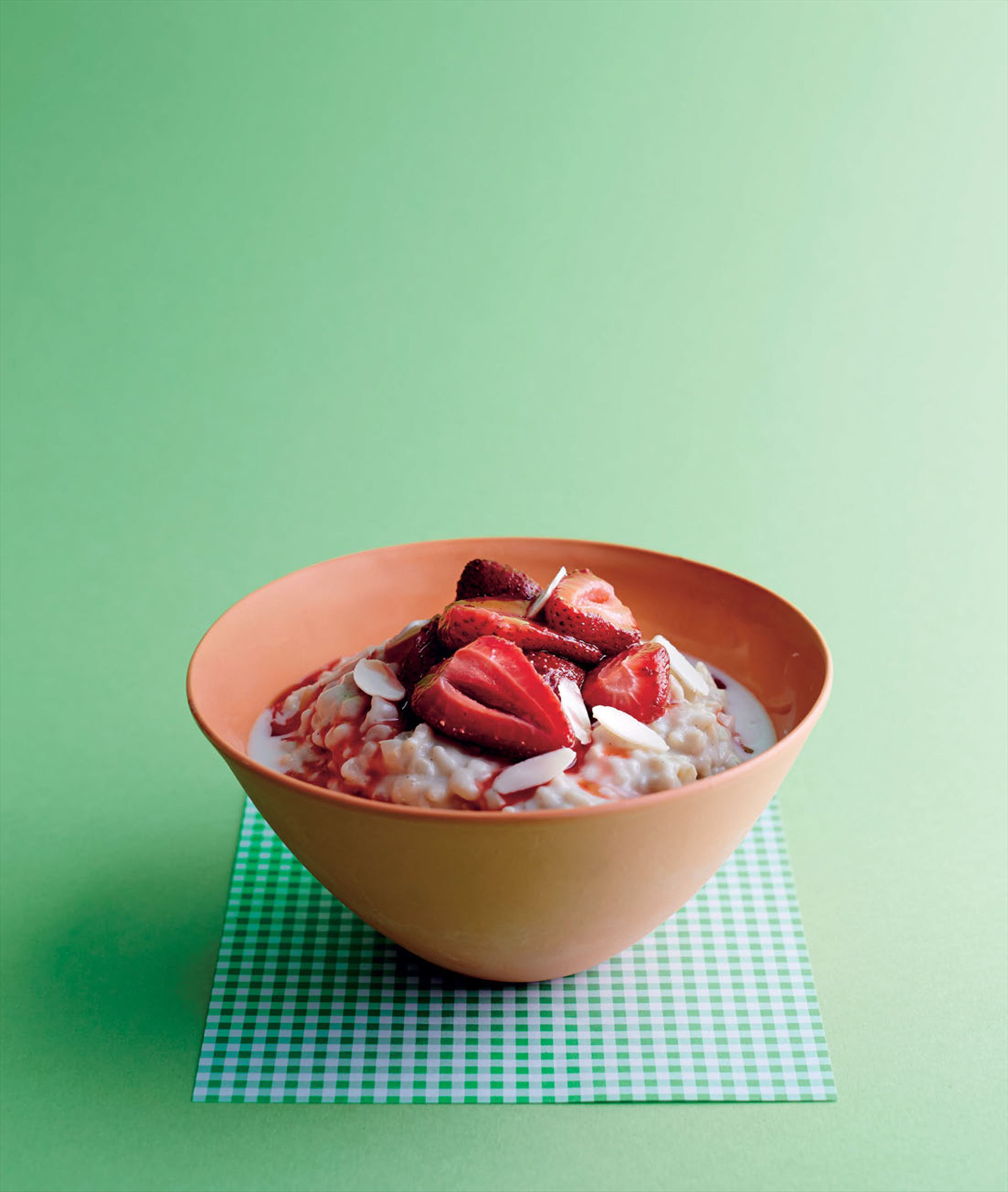 Brown rice pudding with roasted strawberries