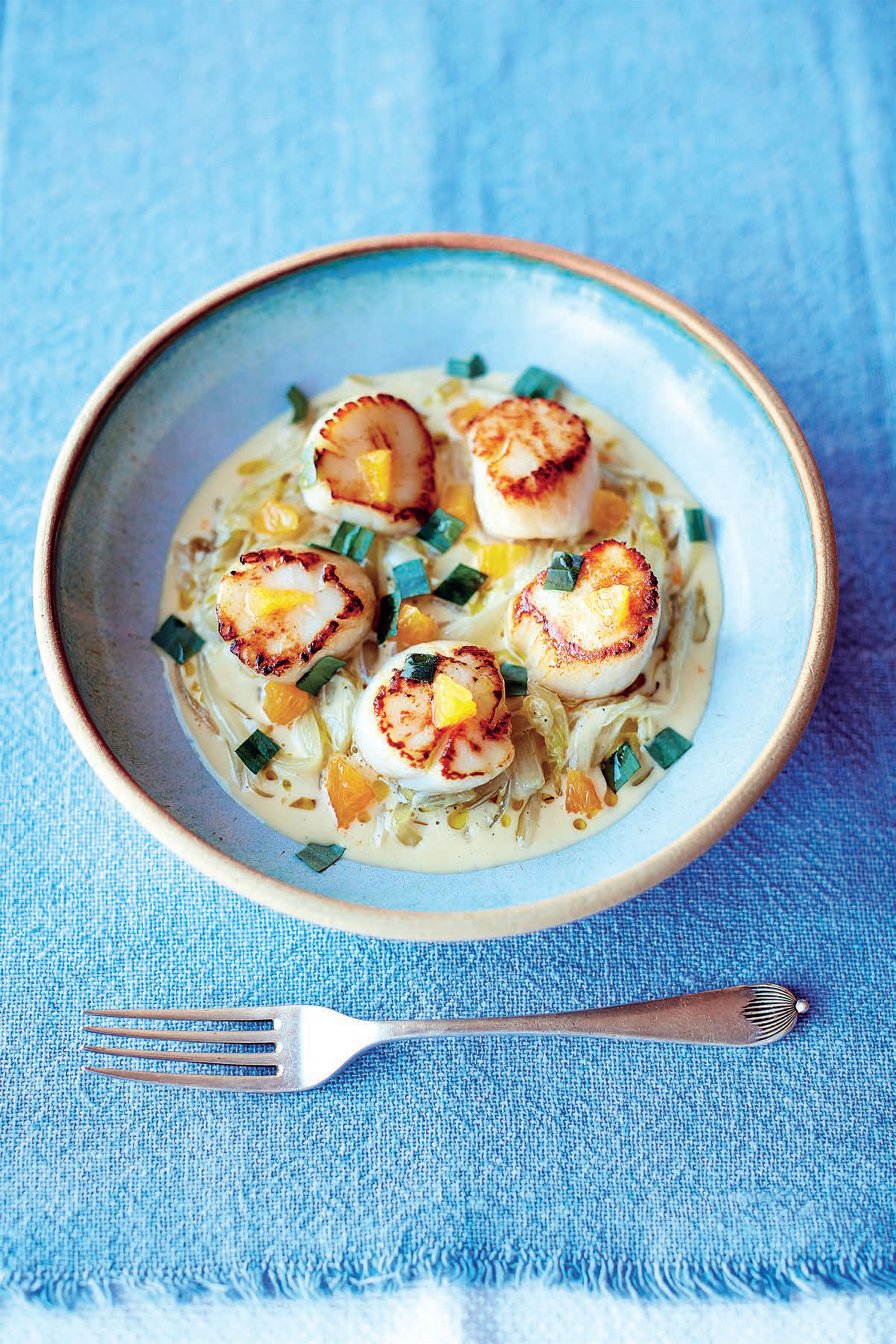 Pan-fried scallops, creamed chicory, orange and tarragon dressing