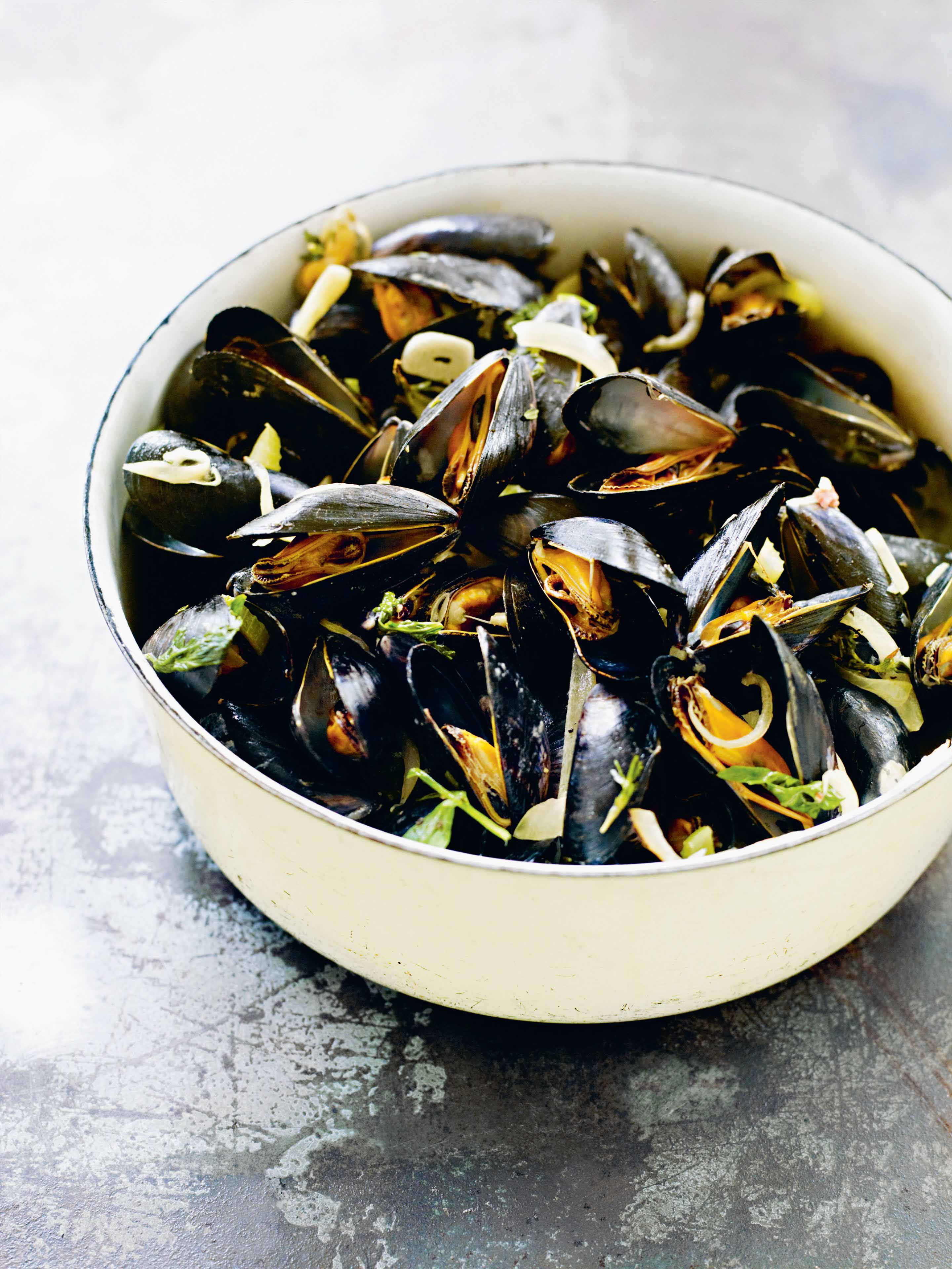 Mussels with lovage, celery & cream