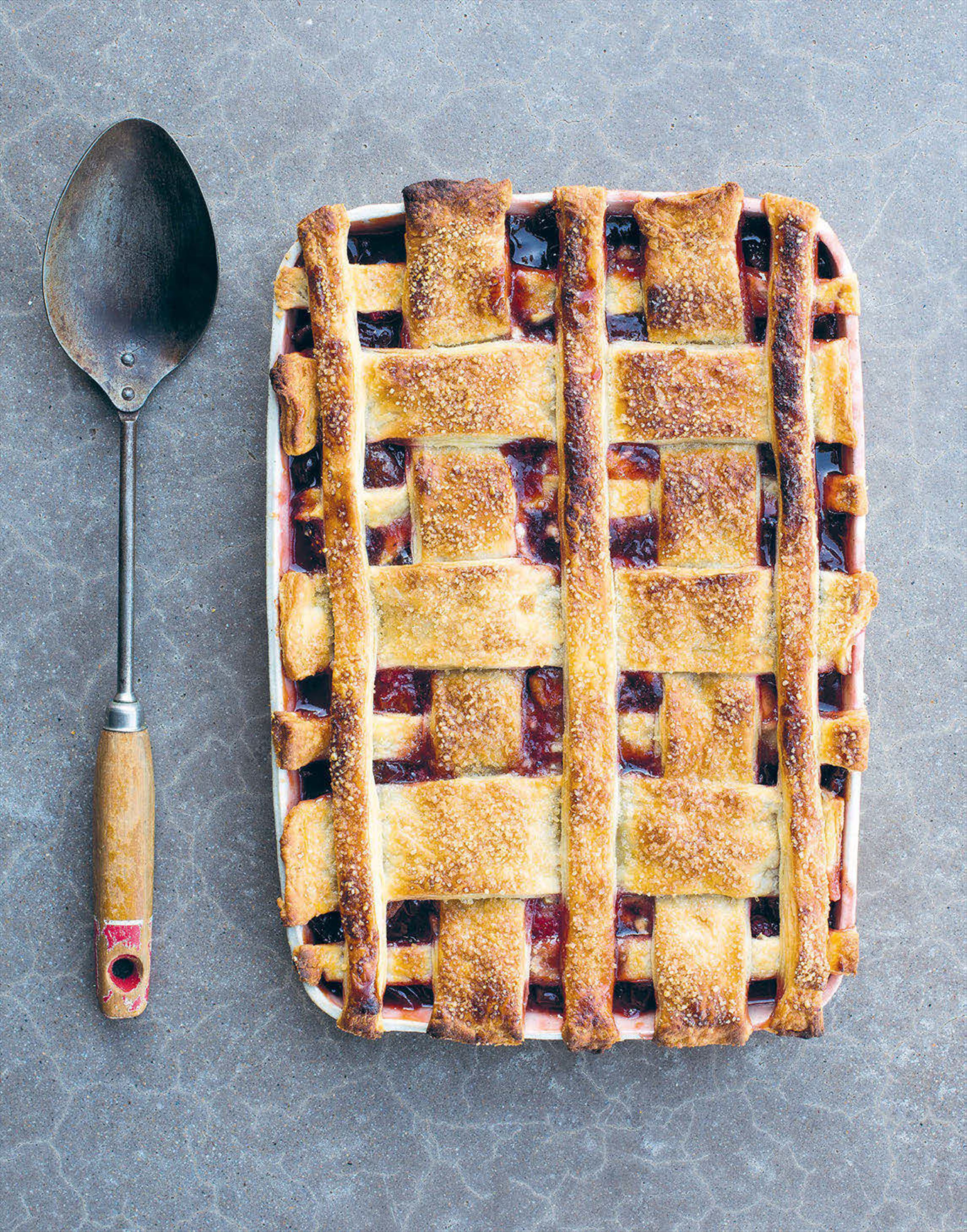 Apple and strawberry jam pie