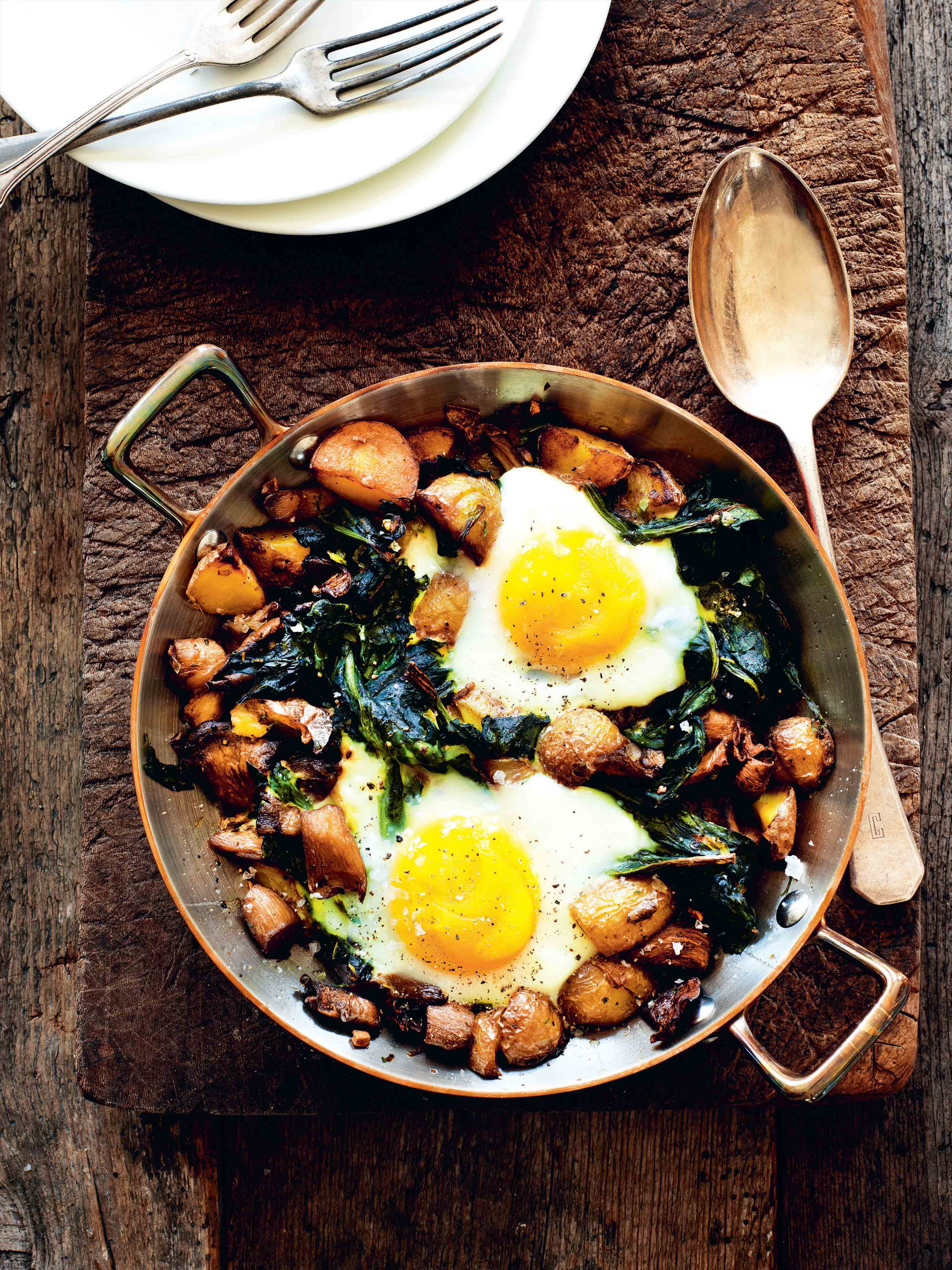 Spinach and potatoes baked with eggs