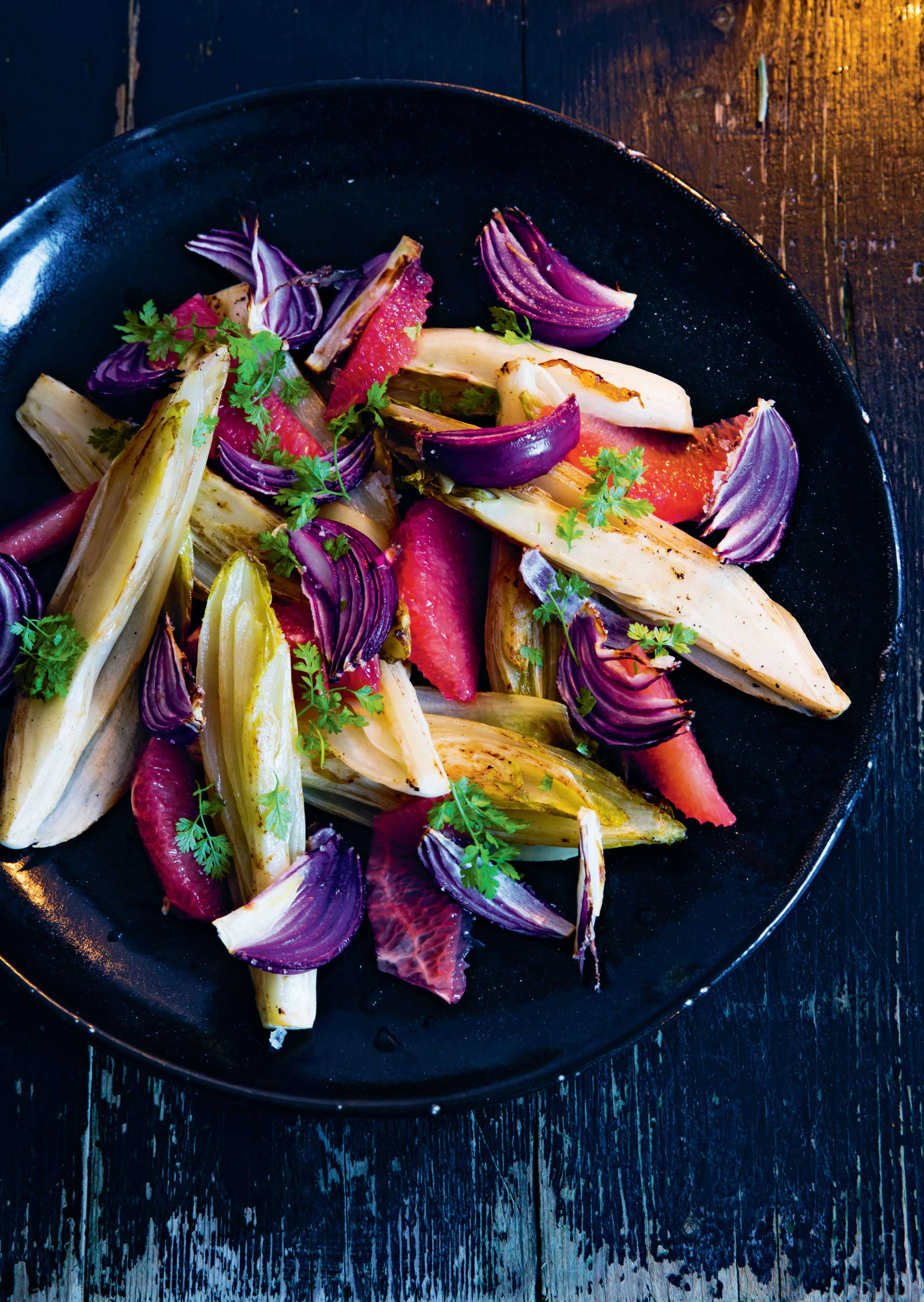 Chicory with red onion and grapefruit
