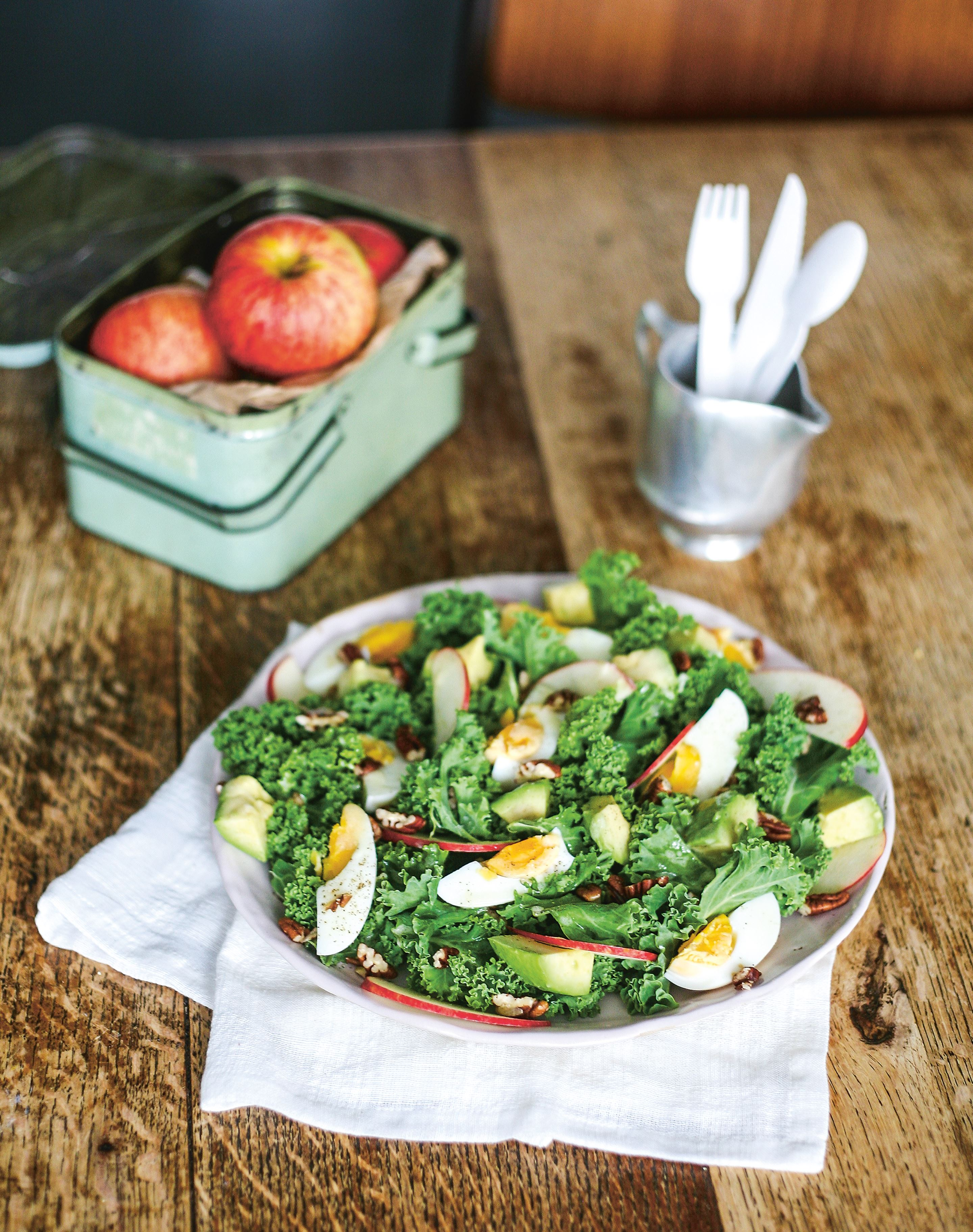 Kale salad with apple, pecans & egg