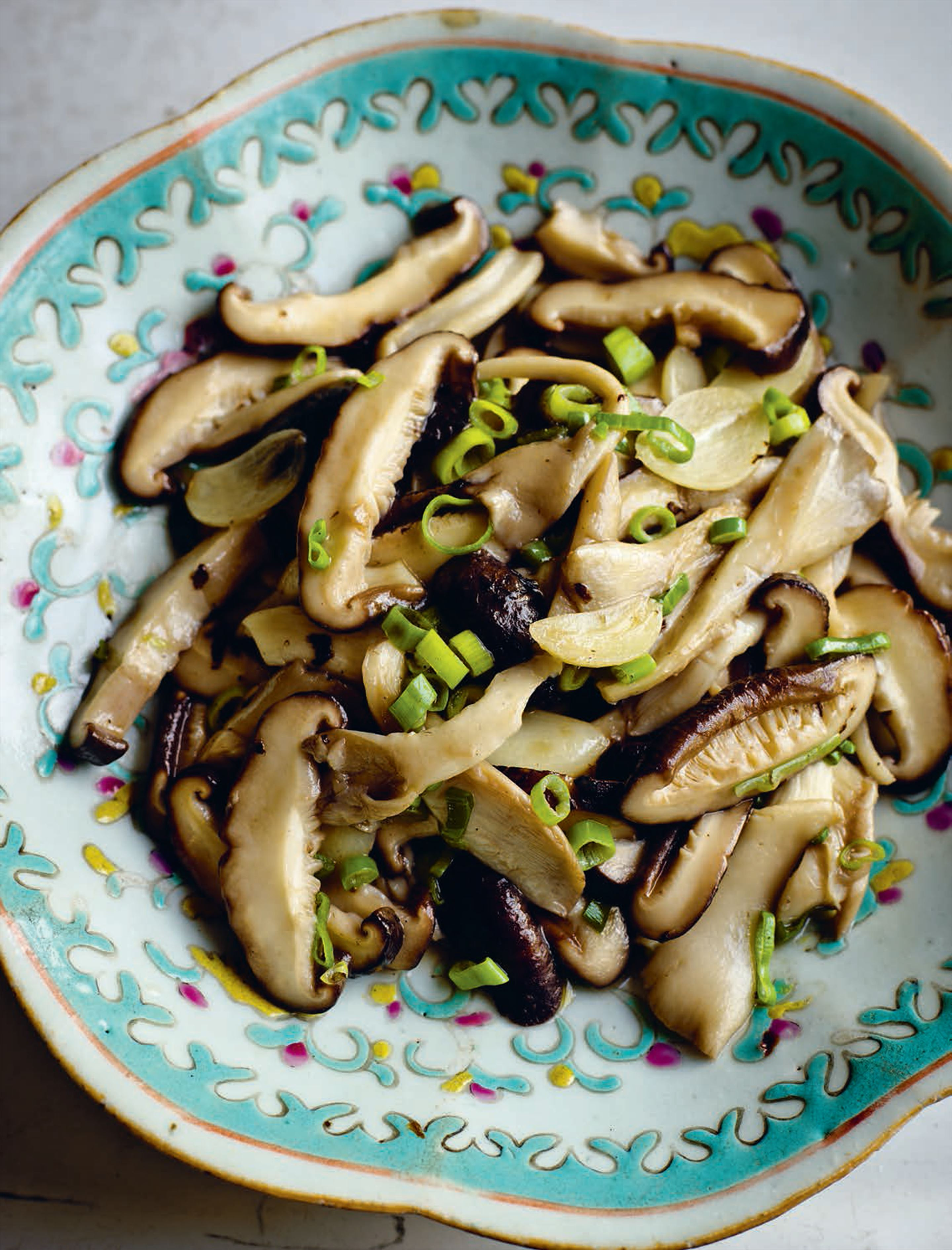 Stir-fried oyster and shiitake mushrooms with garlic