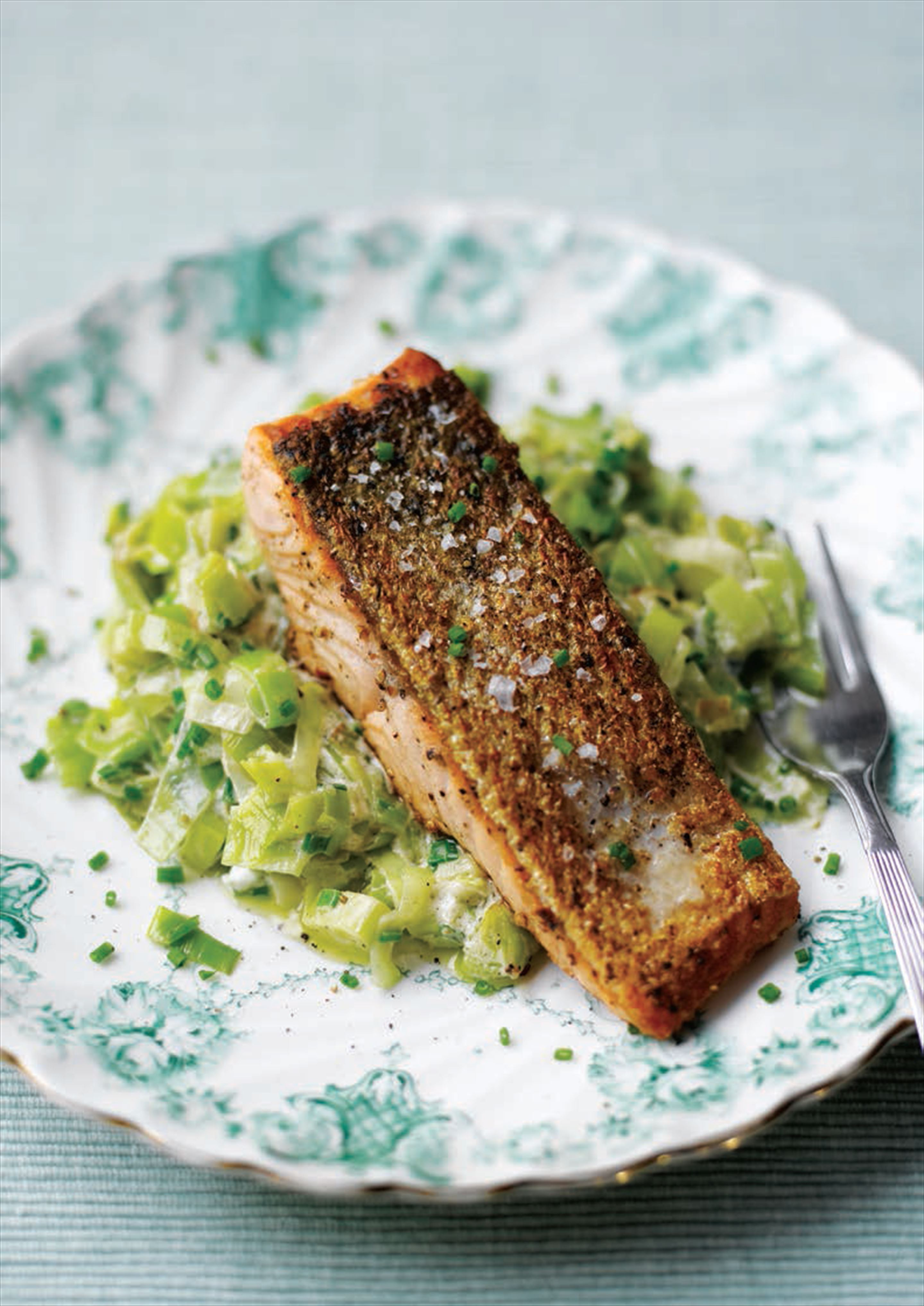Seared salmon with creamed leeks and chives