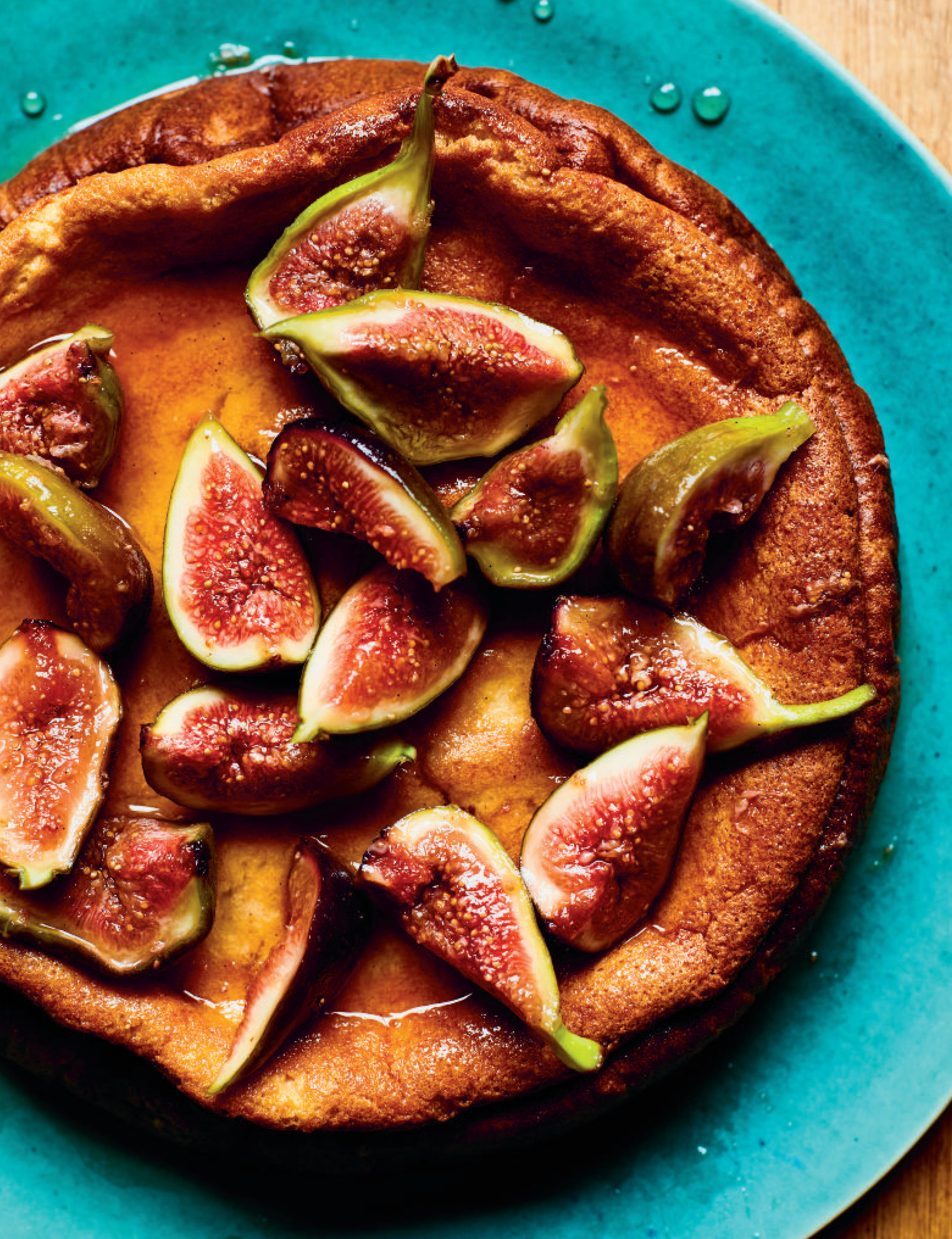 Yoghurt cake with poached figs