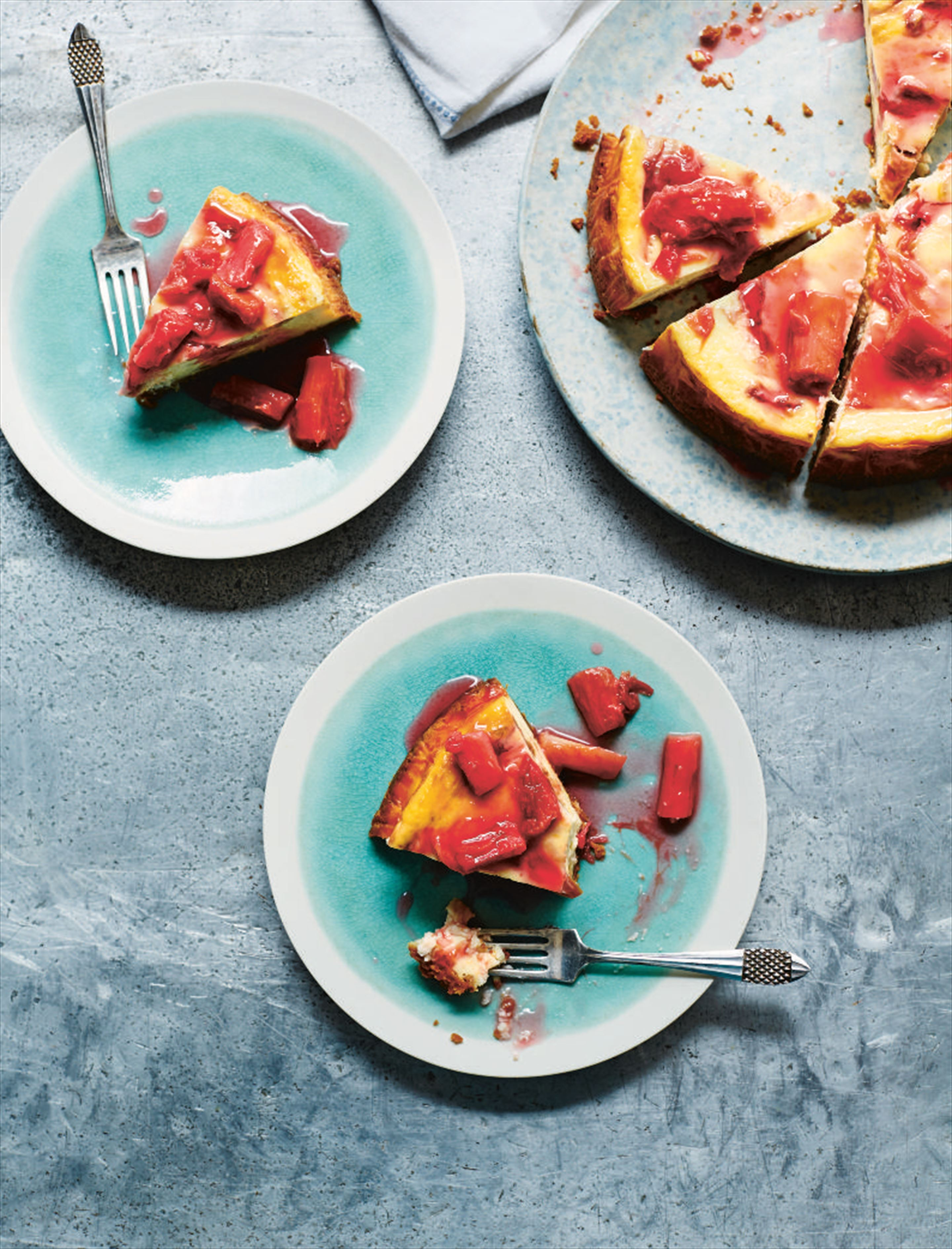 Rhubarb and cardamom cheese cake