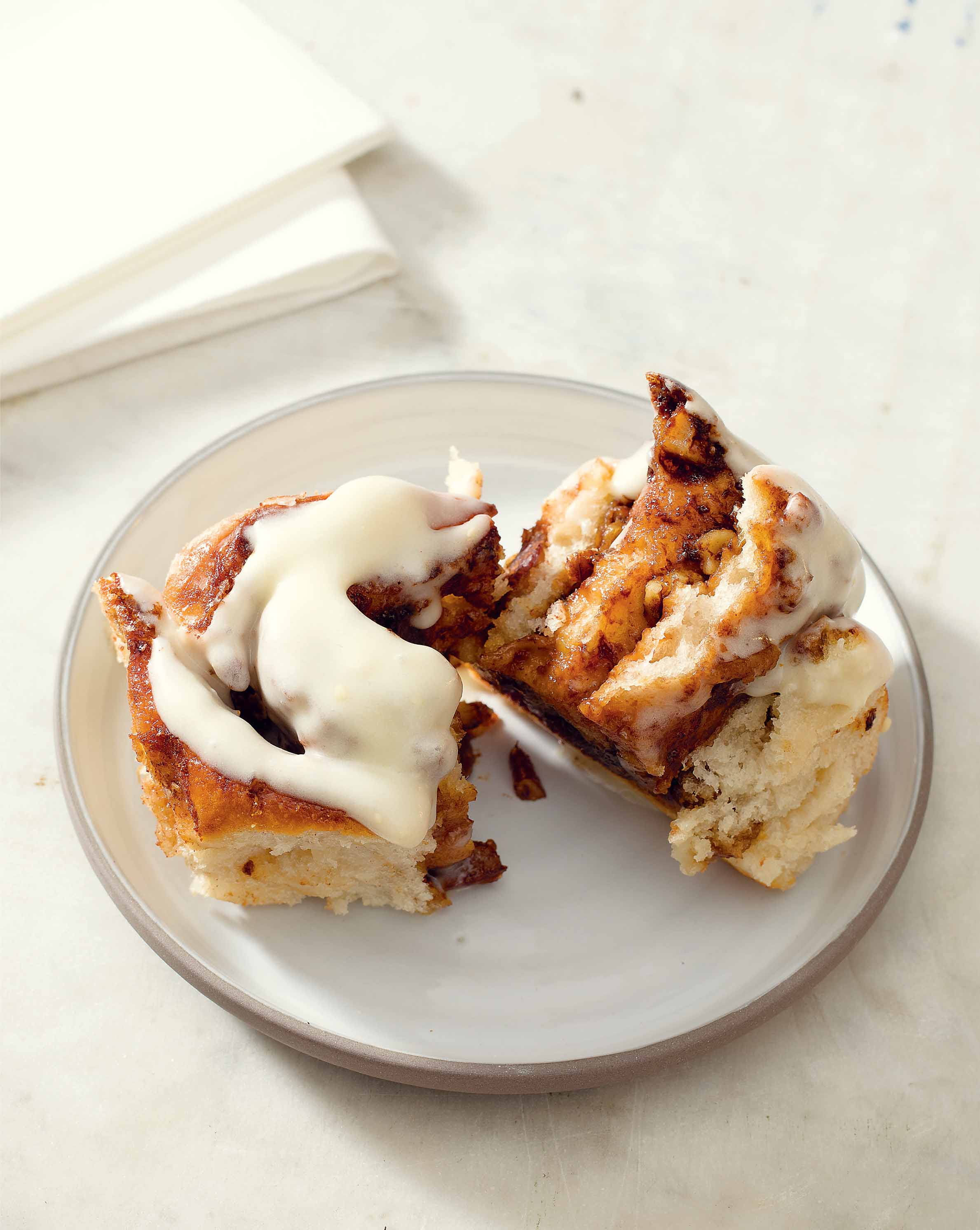 Pecan cinnamon rolls with cream cheese frosting