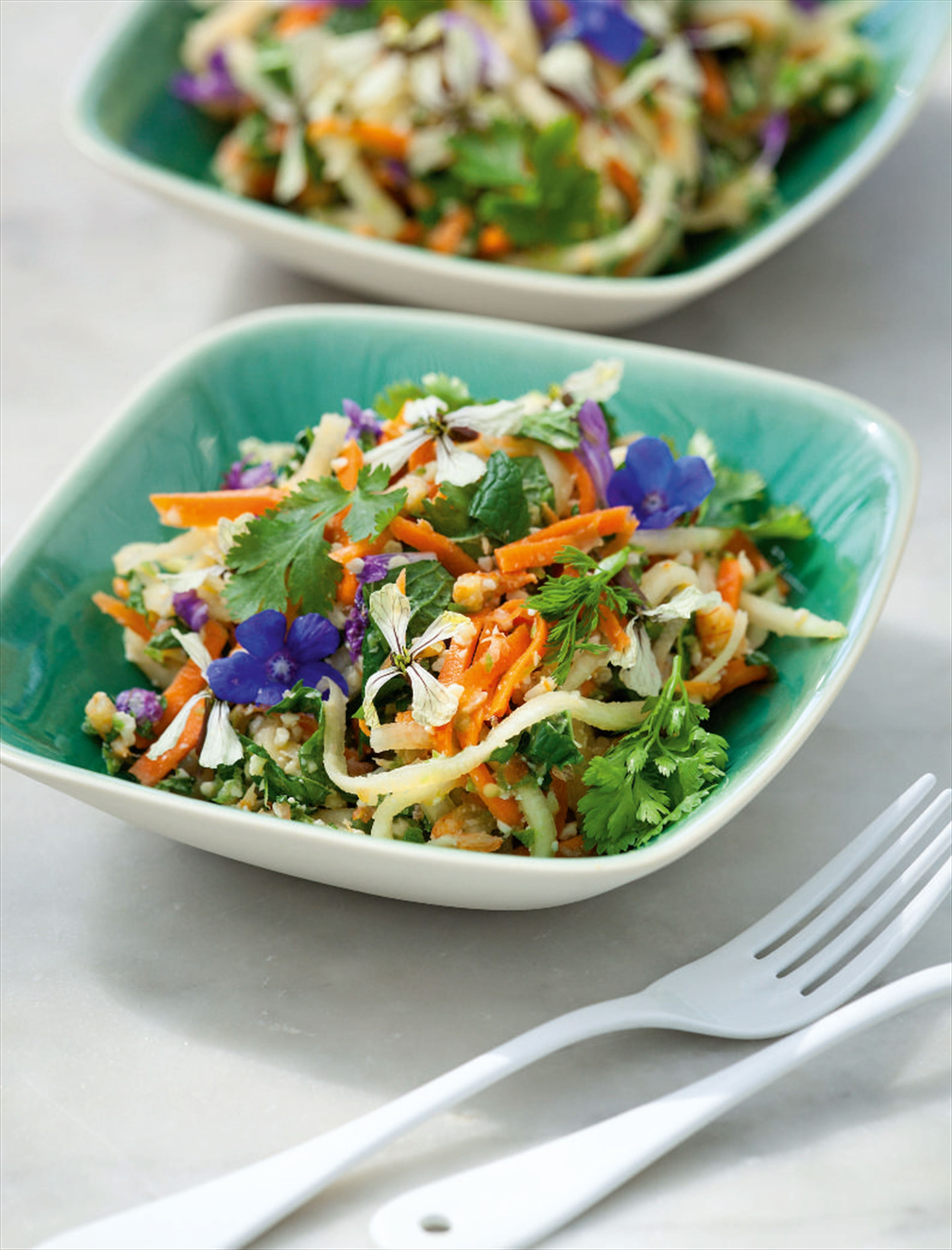 Green pawpaw, carrot and cashew salad