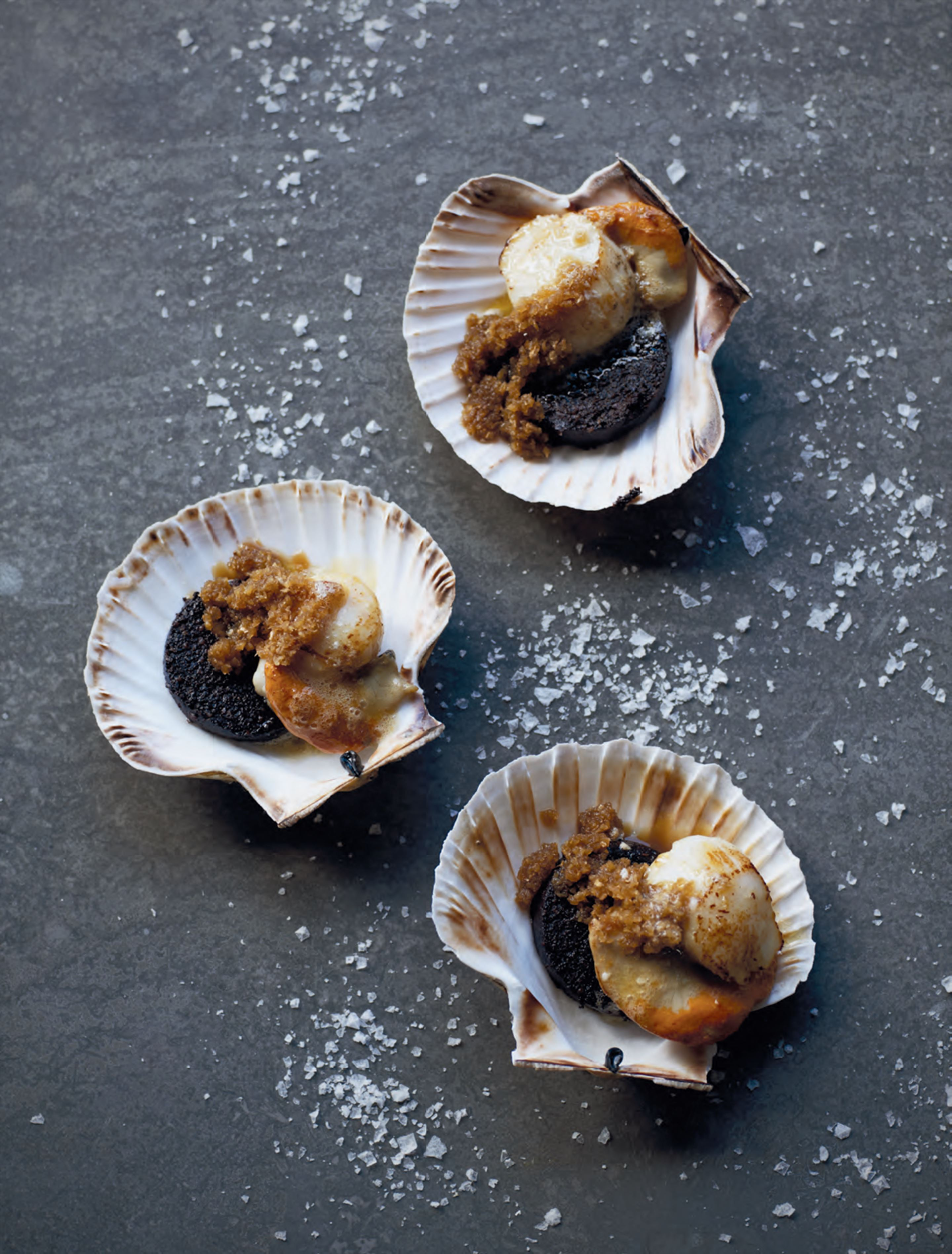 Pan-fried scallops with black pudding & ginger apple purée