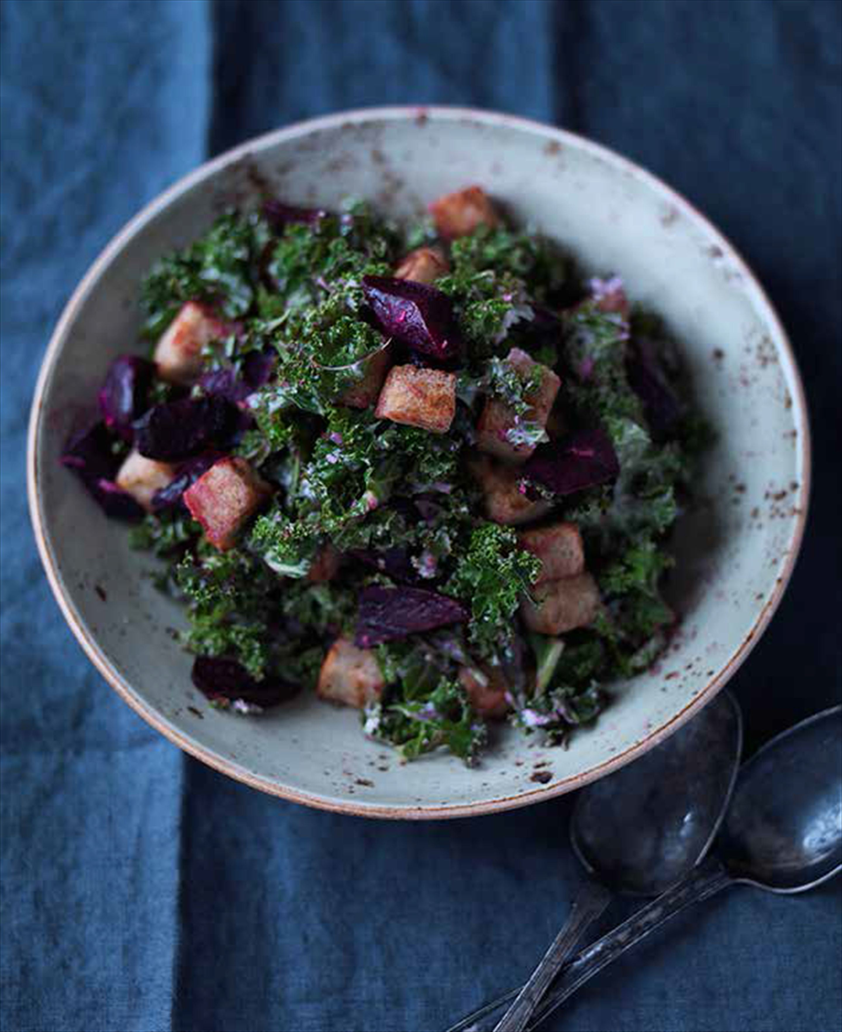 Bread salad with kale, beetroot and horseradish dressing