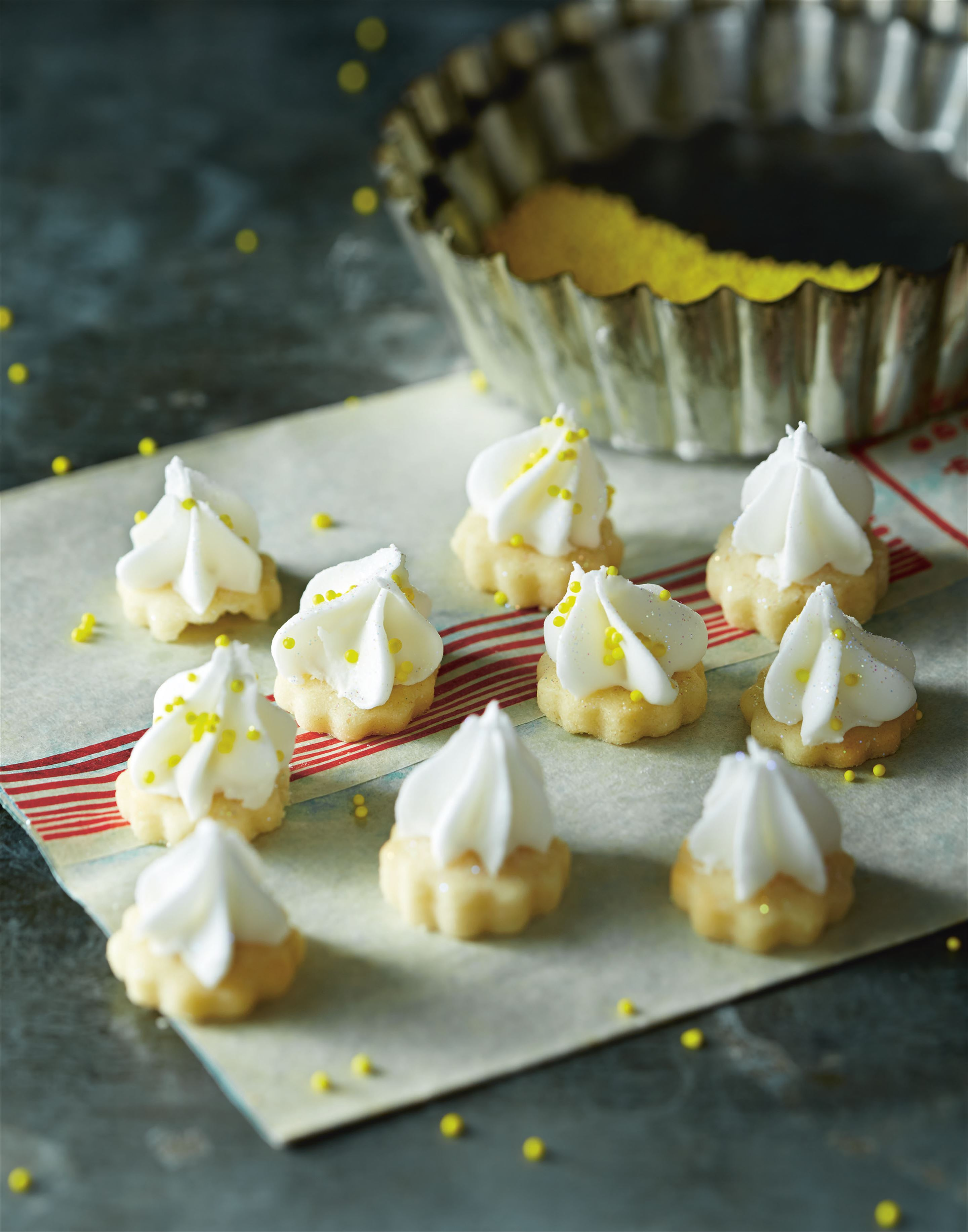 Tiny lemon meringue pie cookies