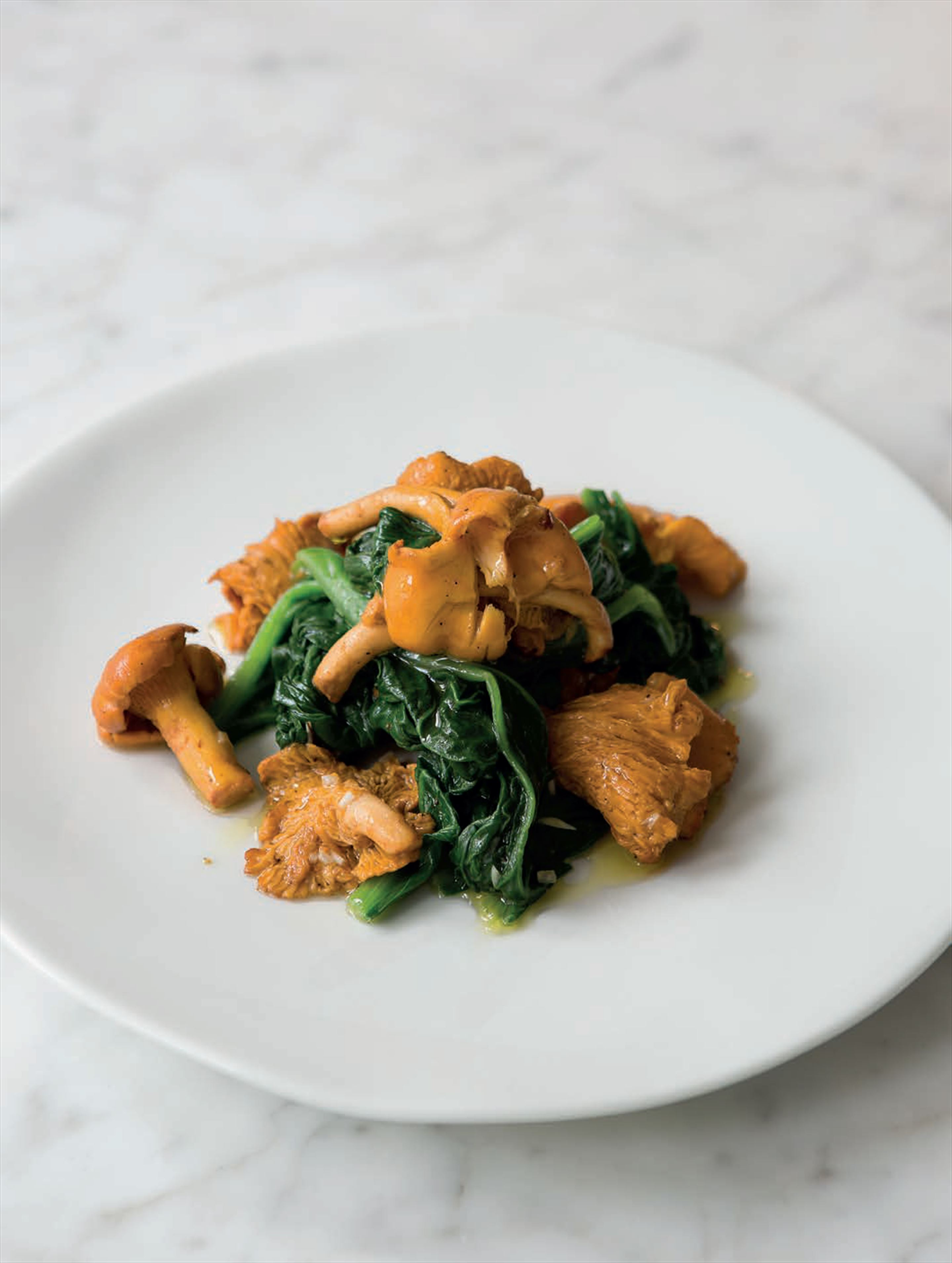 Spinach with girolles