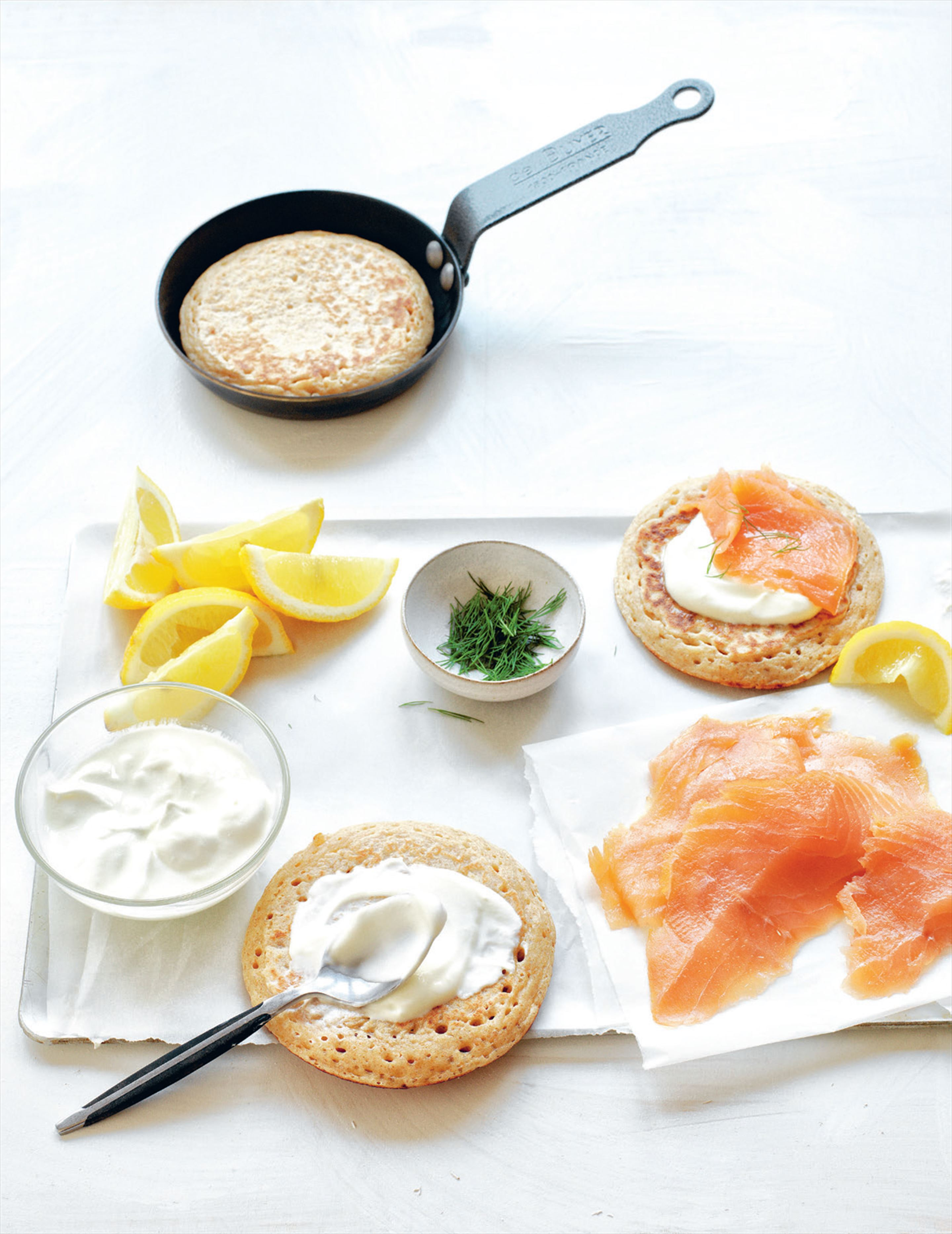 Buckwheat blini with yoghurt & smoked salmon