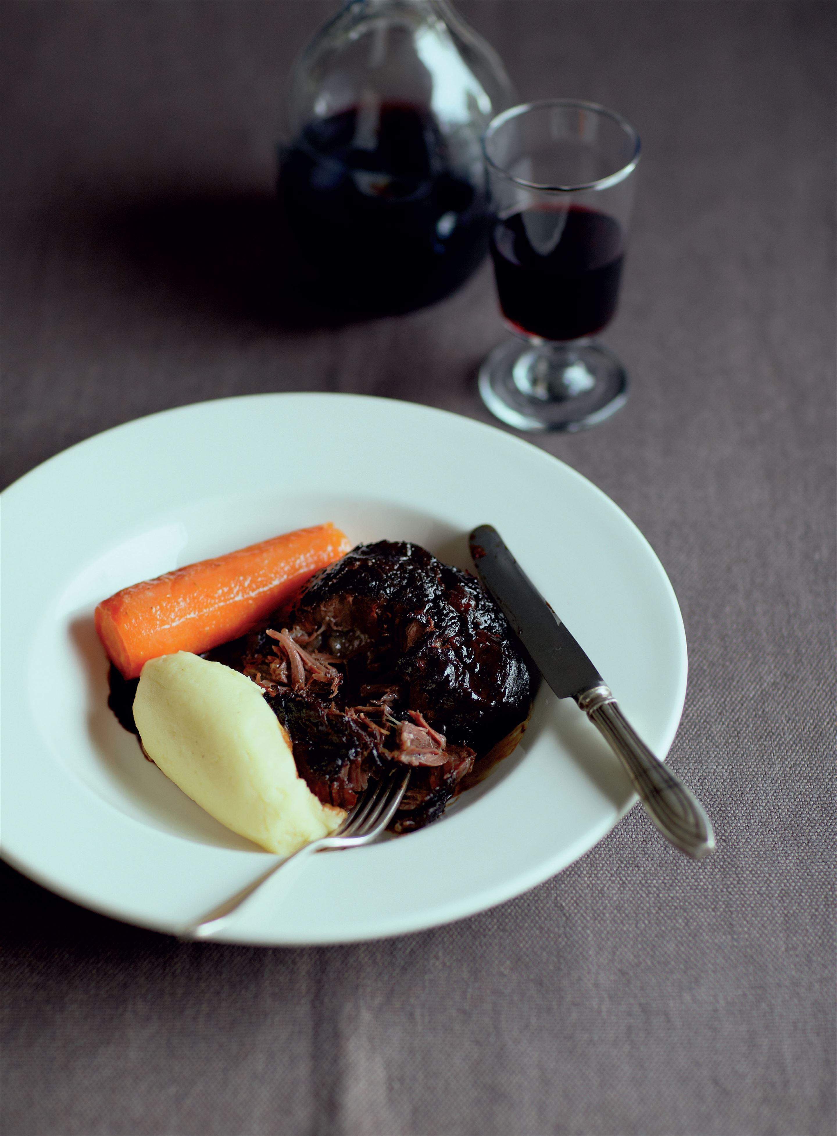Braised beef cheeks with beer and mash