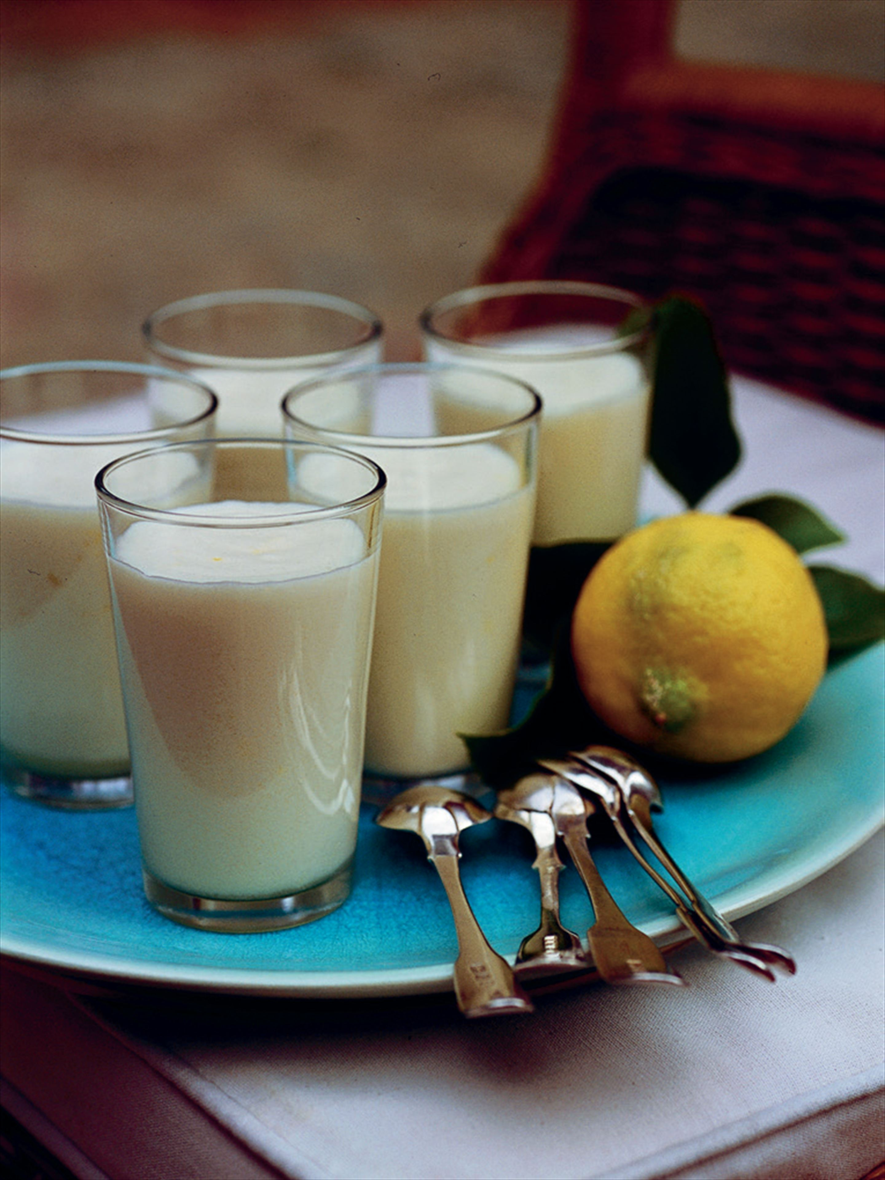 Old-style lemon mousse