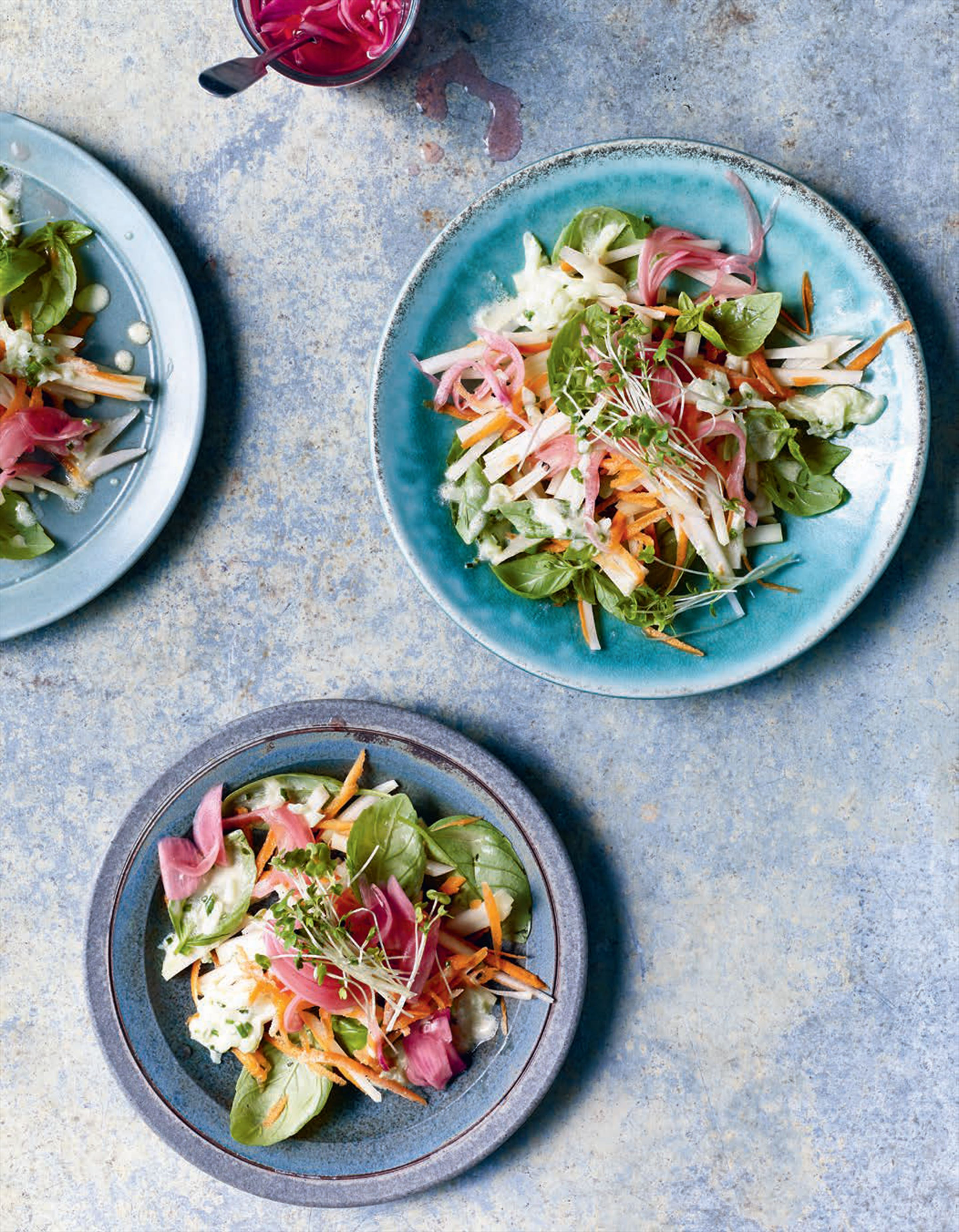 Kohlrabi and pickled onion salad