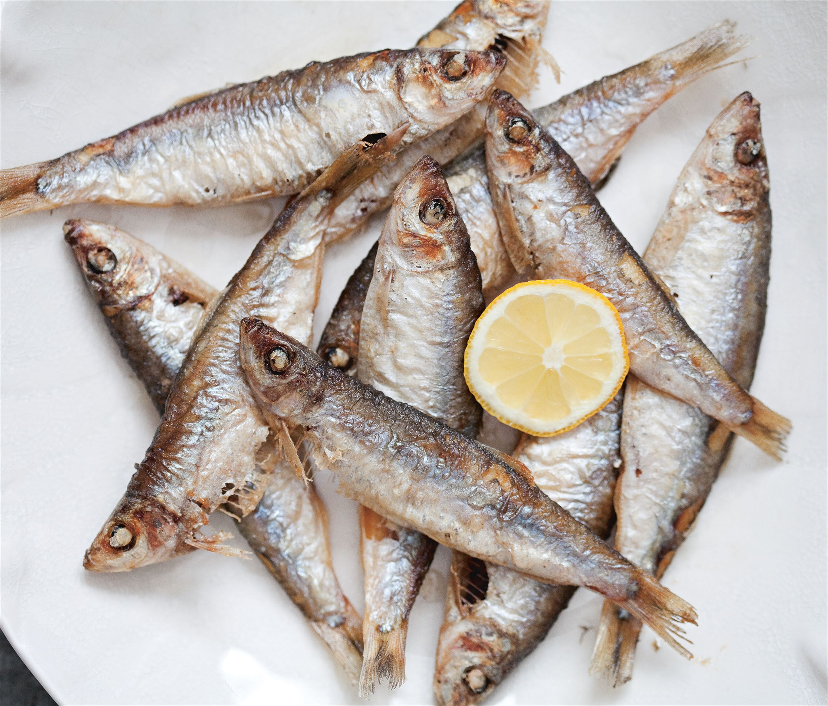 Deep-fried anchovies or sprats